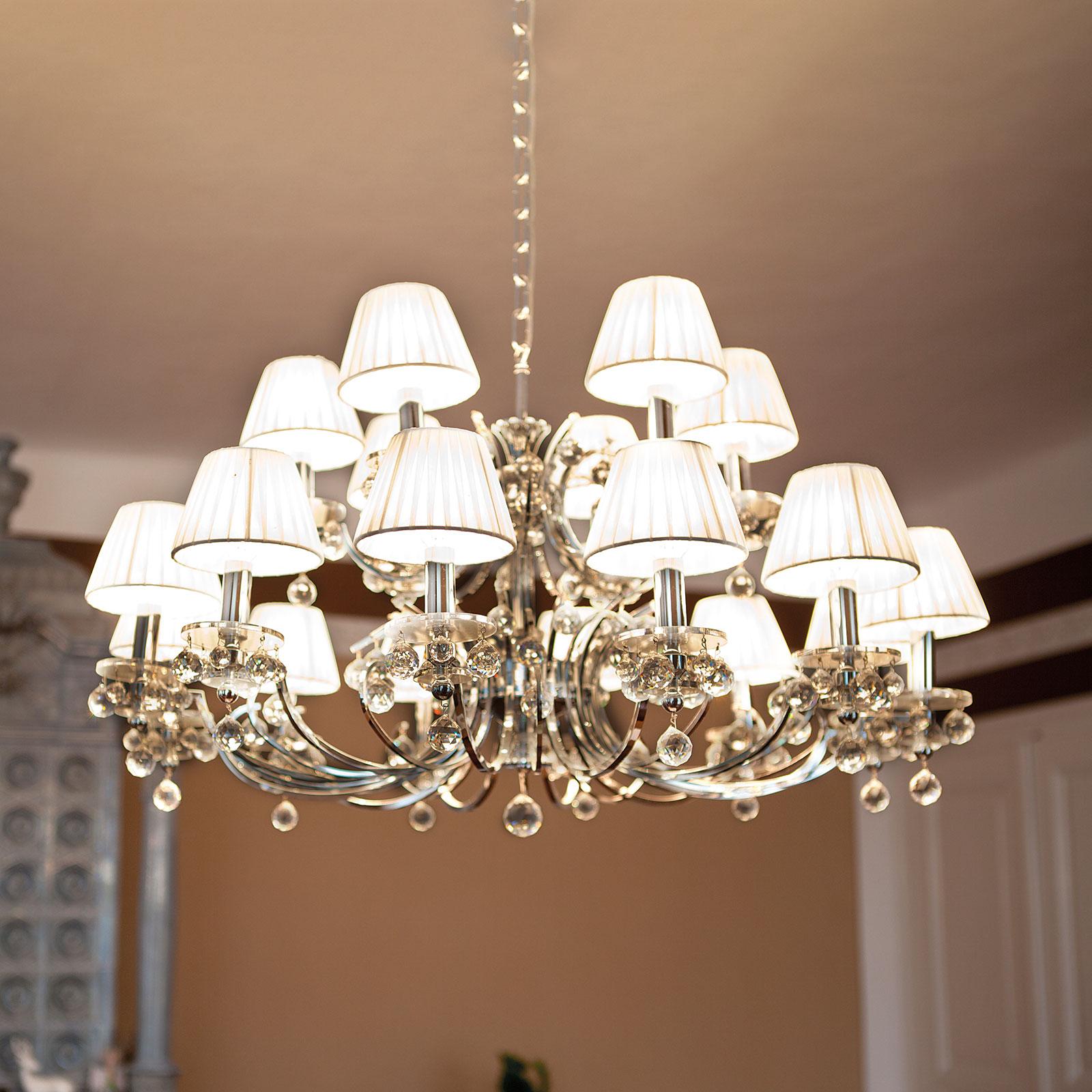 Lustre Kristalldesign chromé, à dix-huit lampes