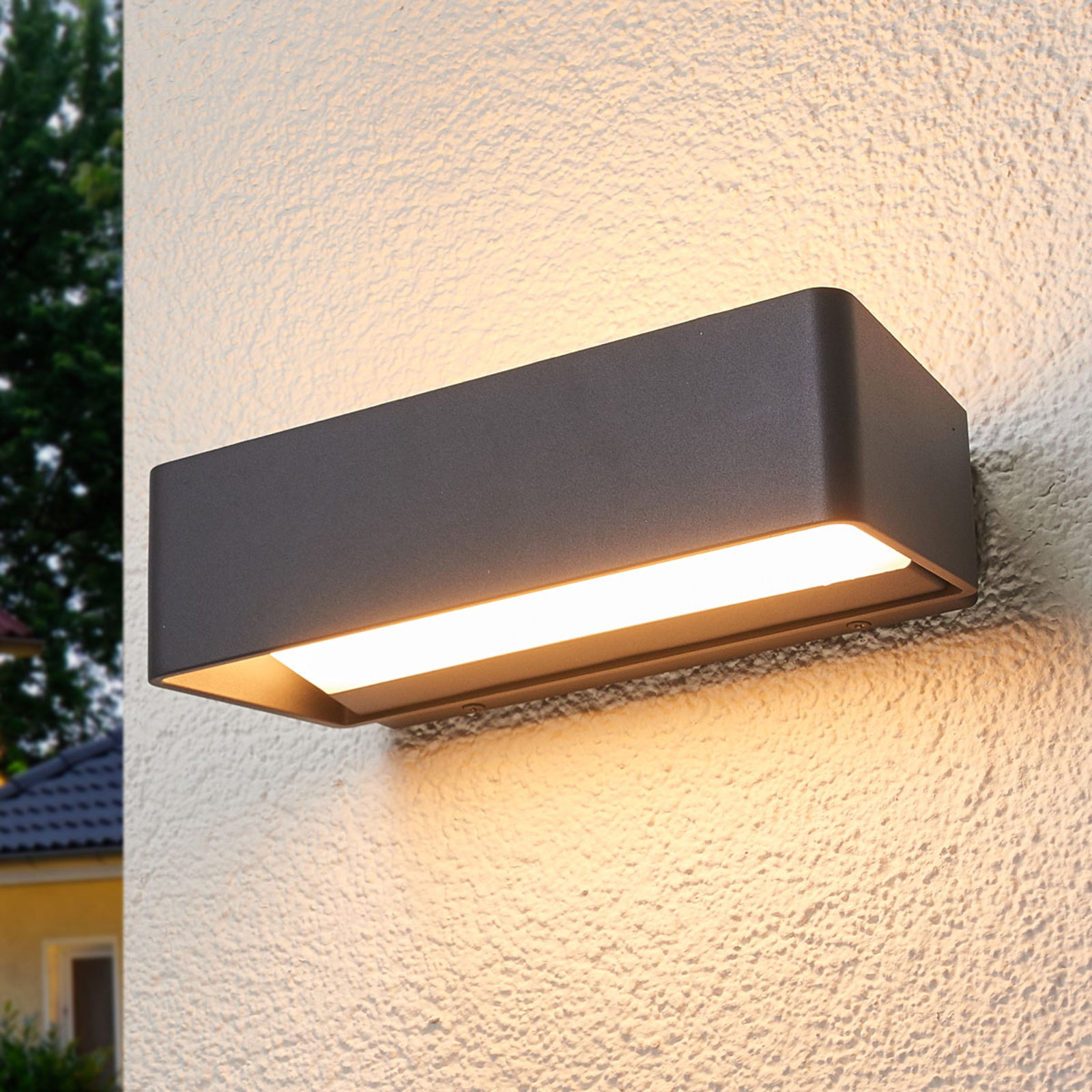 Logan - schlichte LED-Wandlampe für außen, IP65