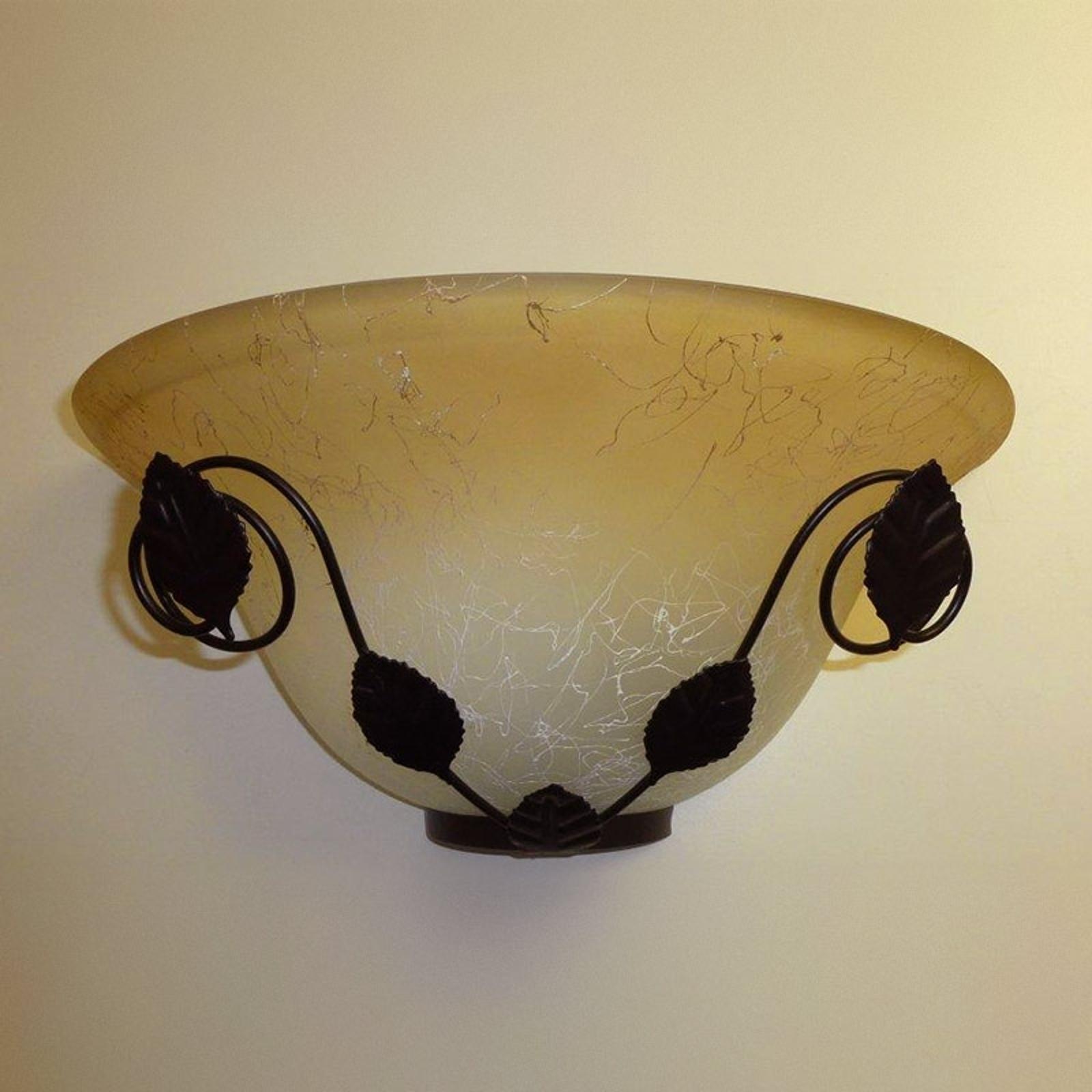 Brązowa lampa ścienna Provence, motyw roślinny