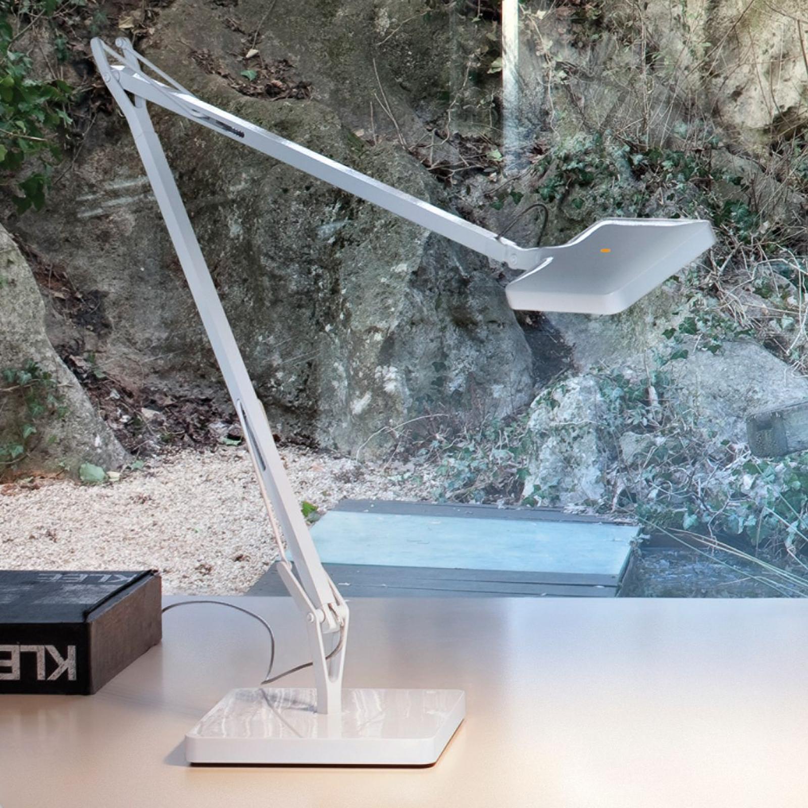 Hvit bordlampe KELVIN med LED-lys