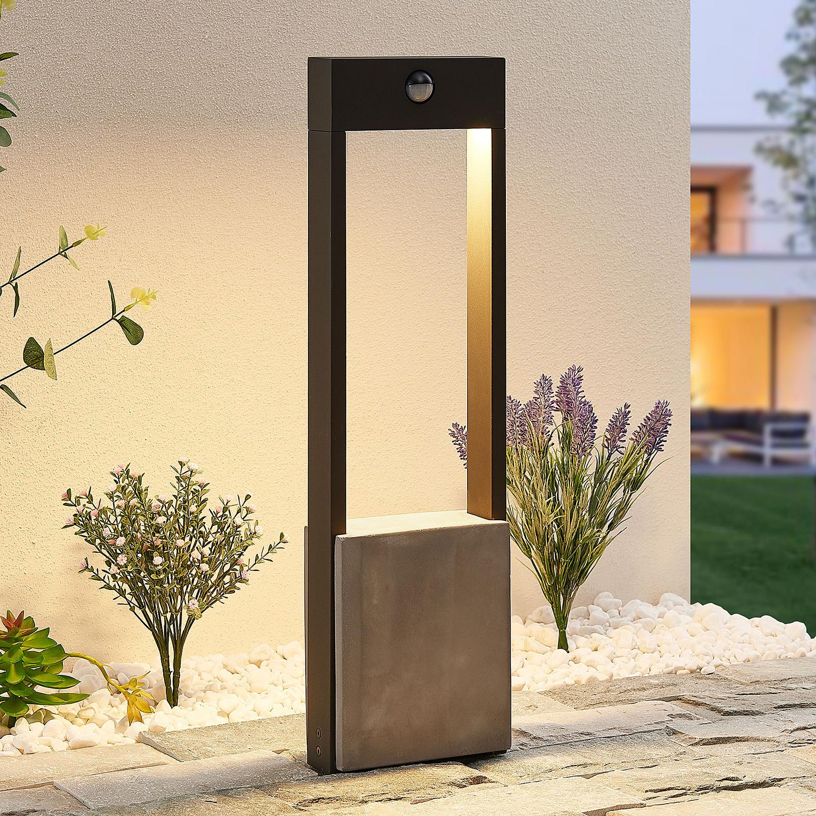 Lucande Tekiro LED-gånglampa med sensor, 60 cm