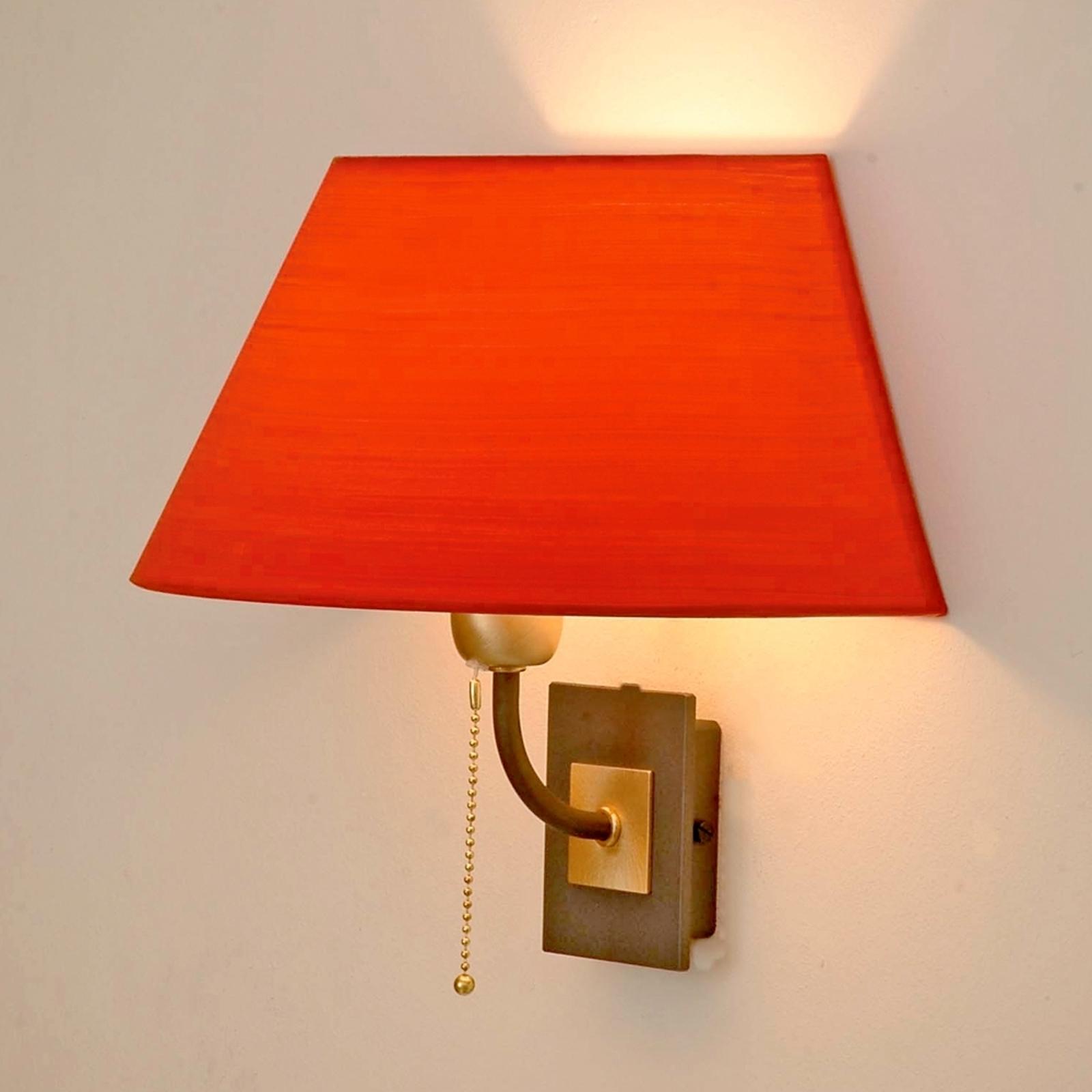 Menzel Living Elegant Wandleuchte mit rotem Schirm