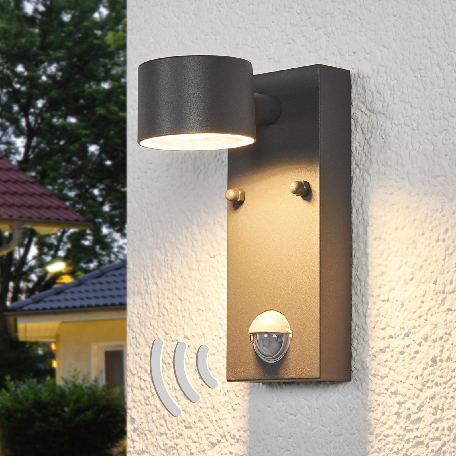 Vegghengt utelampe Lexi med sensor og LED-pære