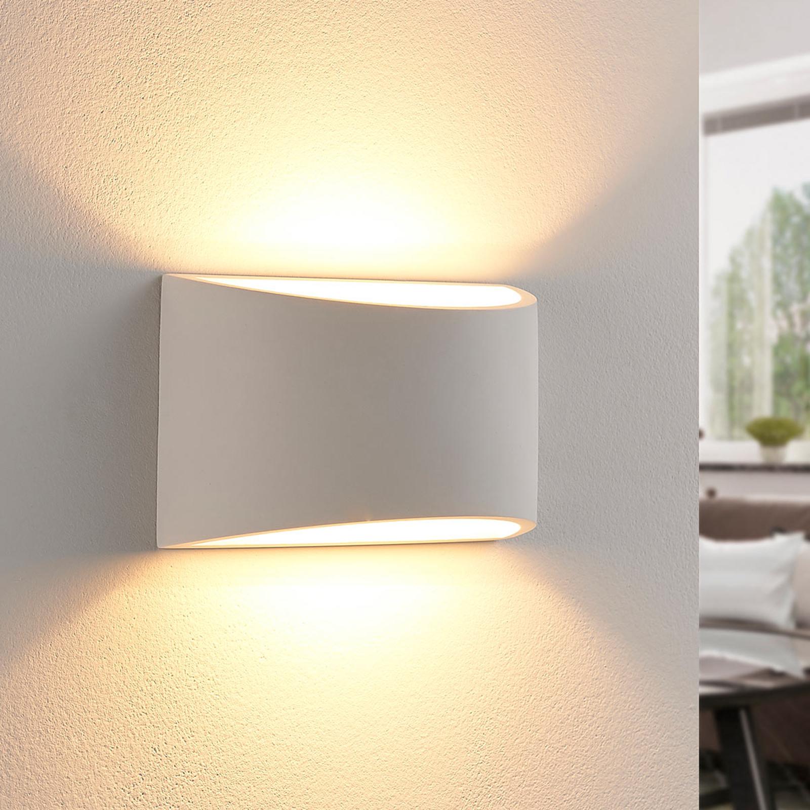 Kauniin muotoinen LED-seinävalaisin Heiko, kipsiä