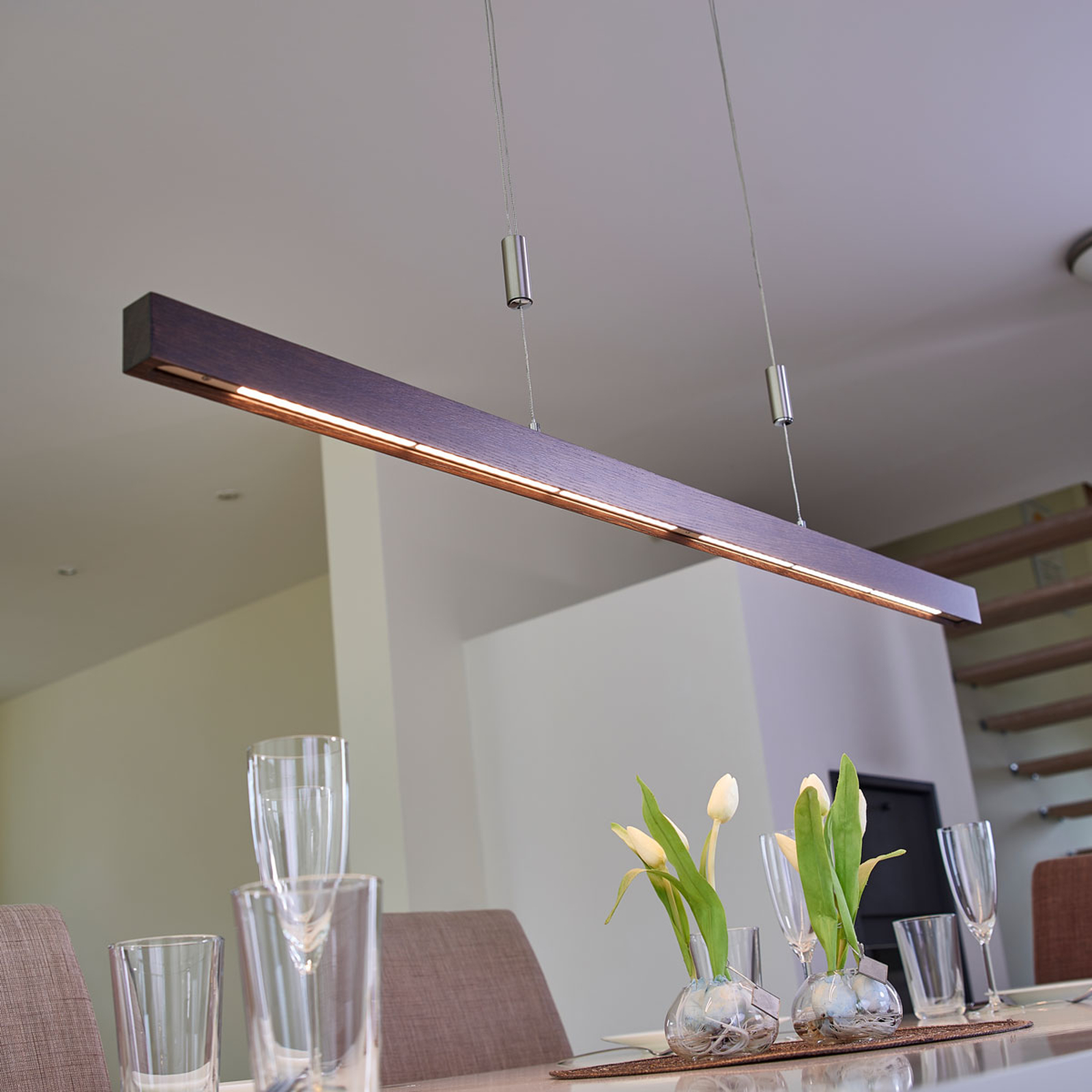 Élégante suspension LED Nora, 118 cm