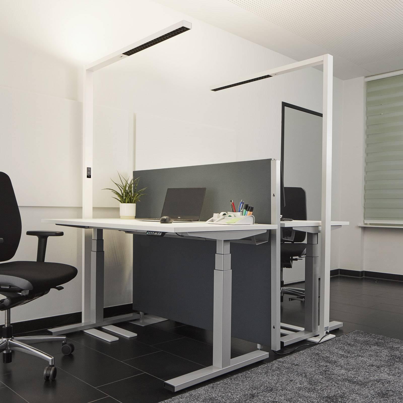 Weiße LED-Stehleuchte Jolinda mit Tageslichtsensor