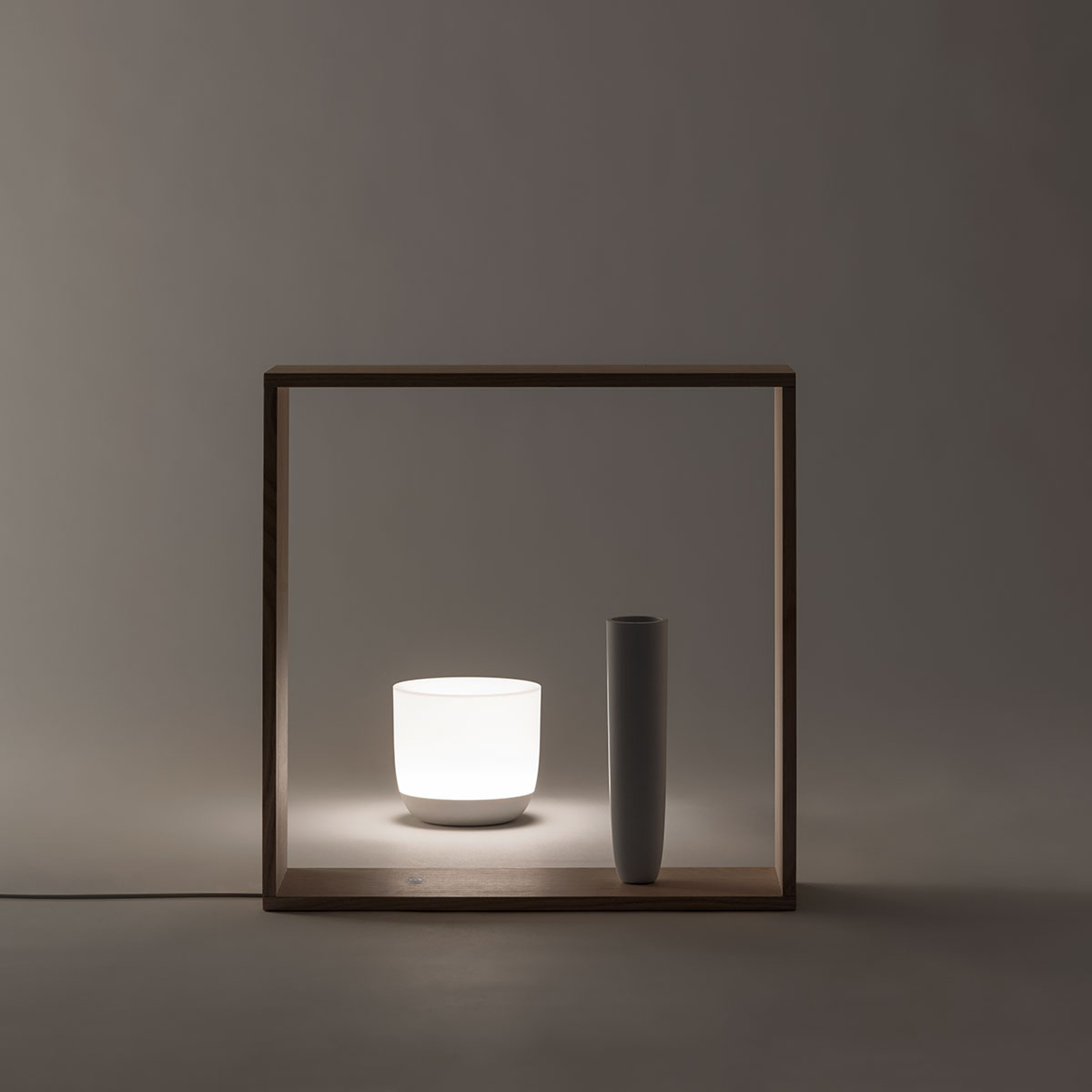 FLOS Gaku Wireless LED-bordlampe, hvit