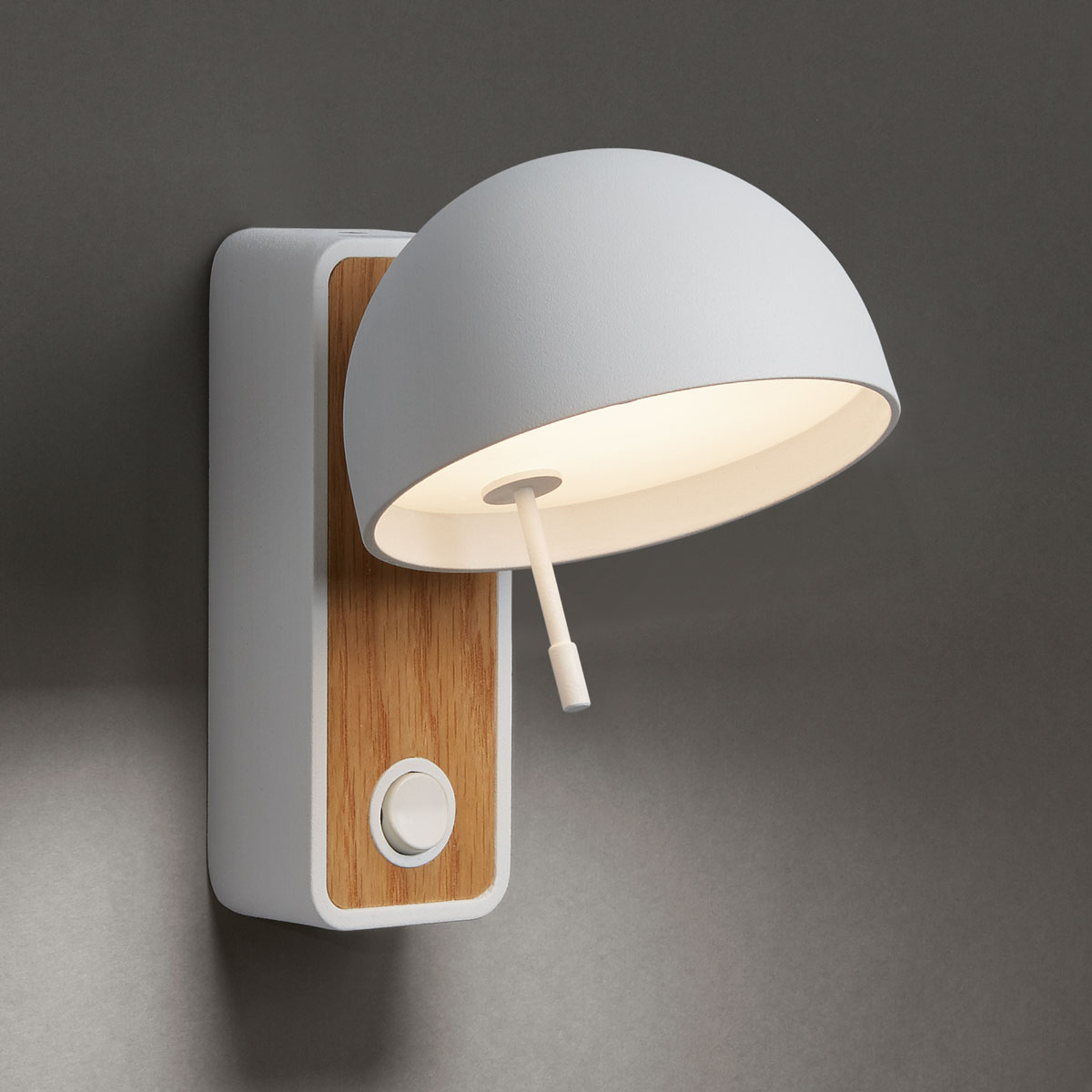 Bover Beddy A/01 LED-vegglampe, roterbar hvit/eik