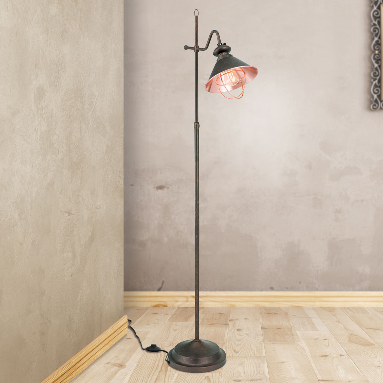 Staande lamp Shanta in antieke stijl