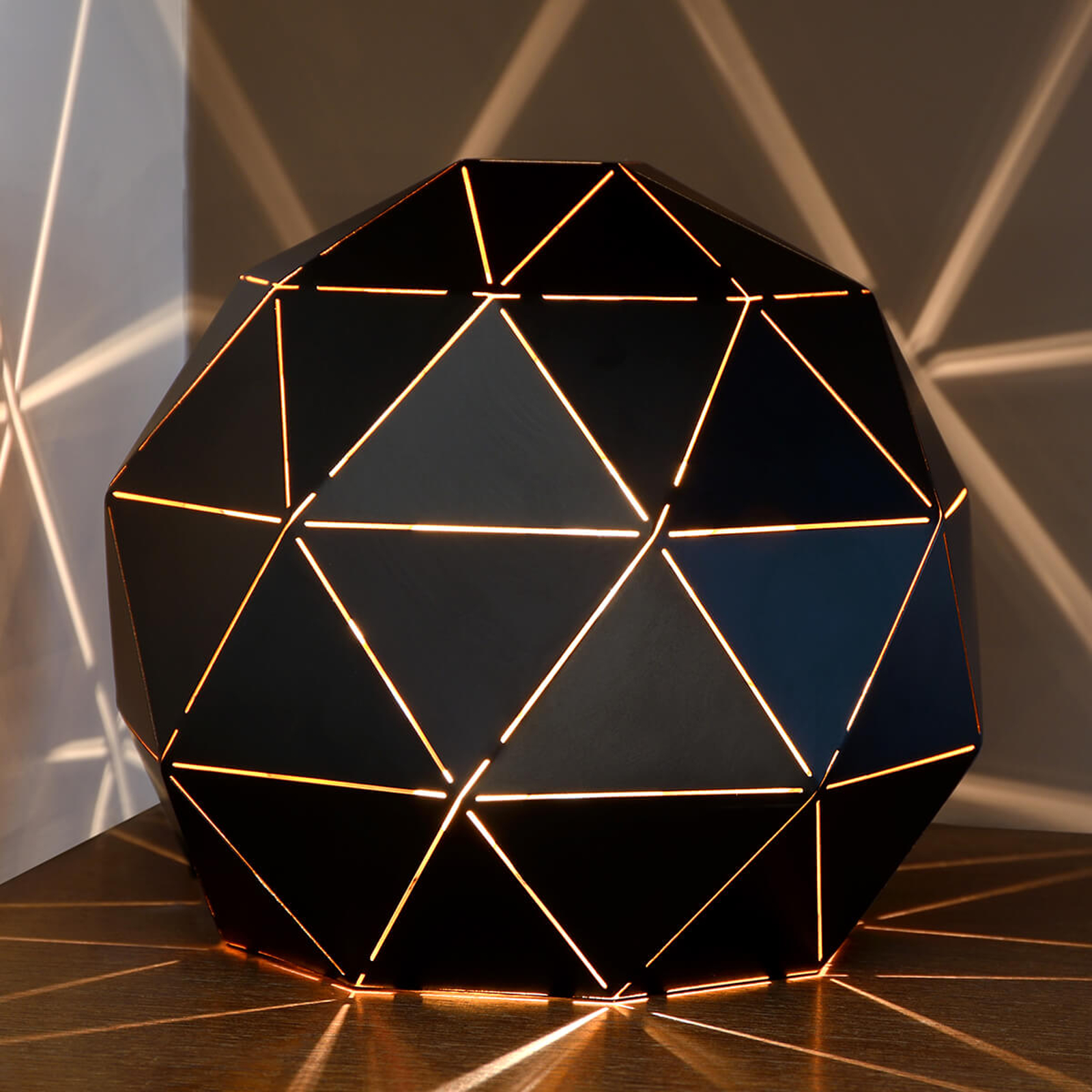 Otona – lampa stołowa z czarnego metalu