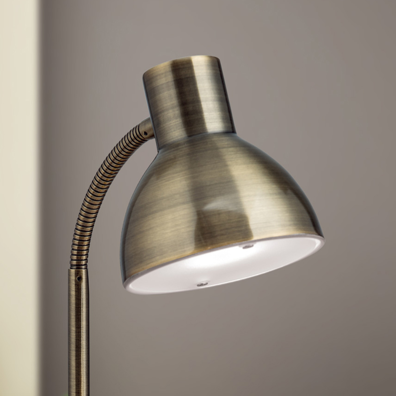 Klassieke LED-bureaulamp Isra oud-messing