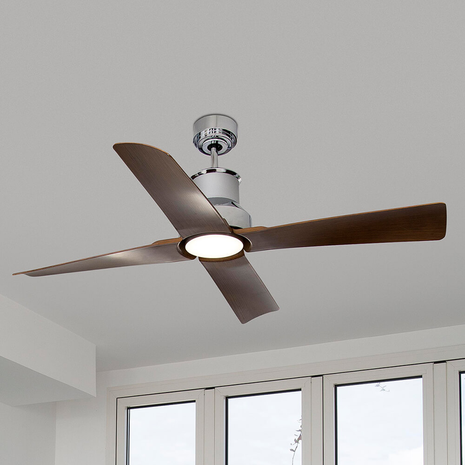 Opsigtsvækkende designet loftventilator Winche