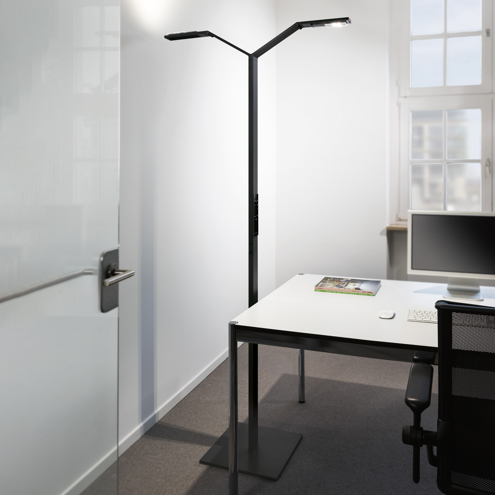 Luctra Floor Twin Linear lampa stojąca LED czarna