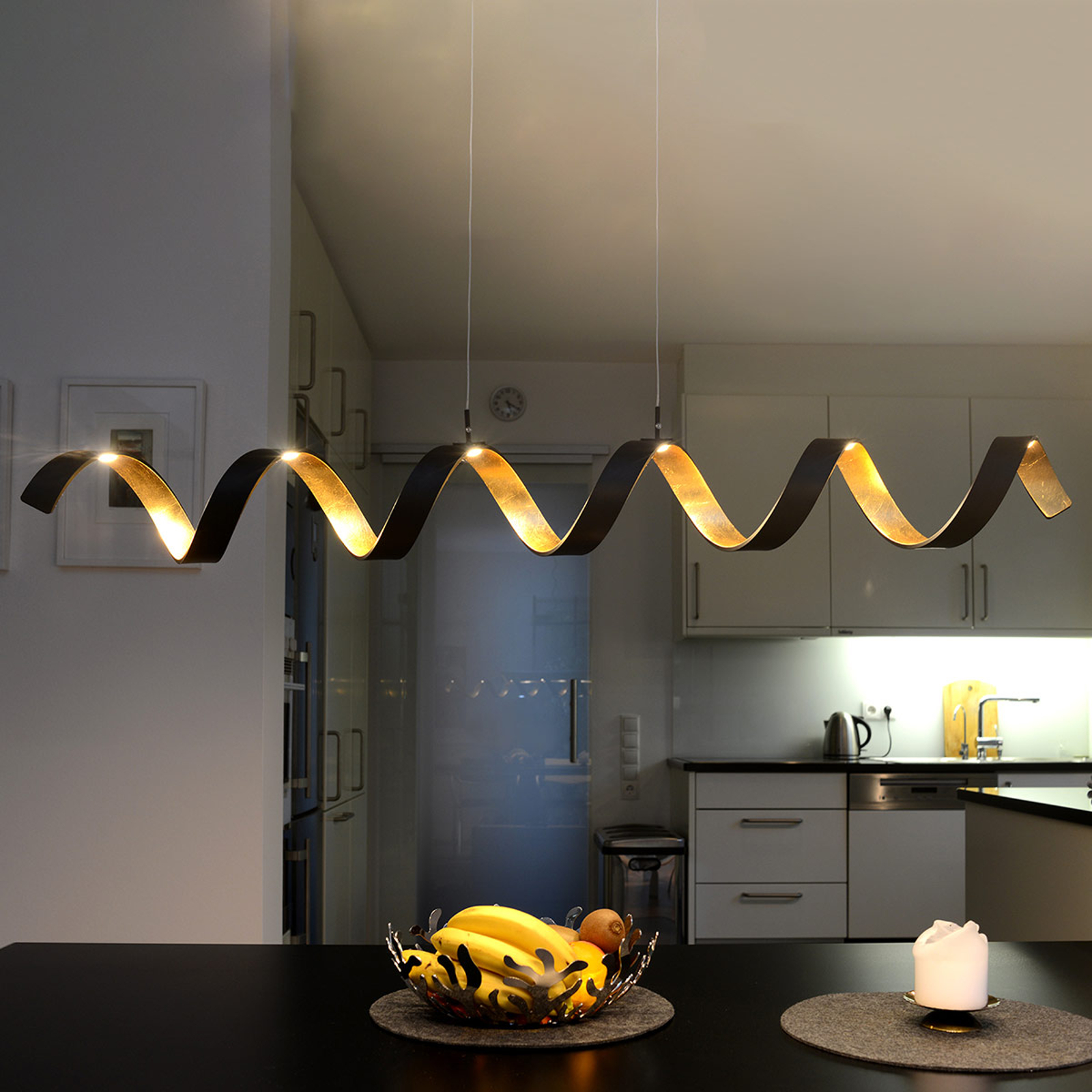 Suspension LED Helix, noir-doré, 125 cm