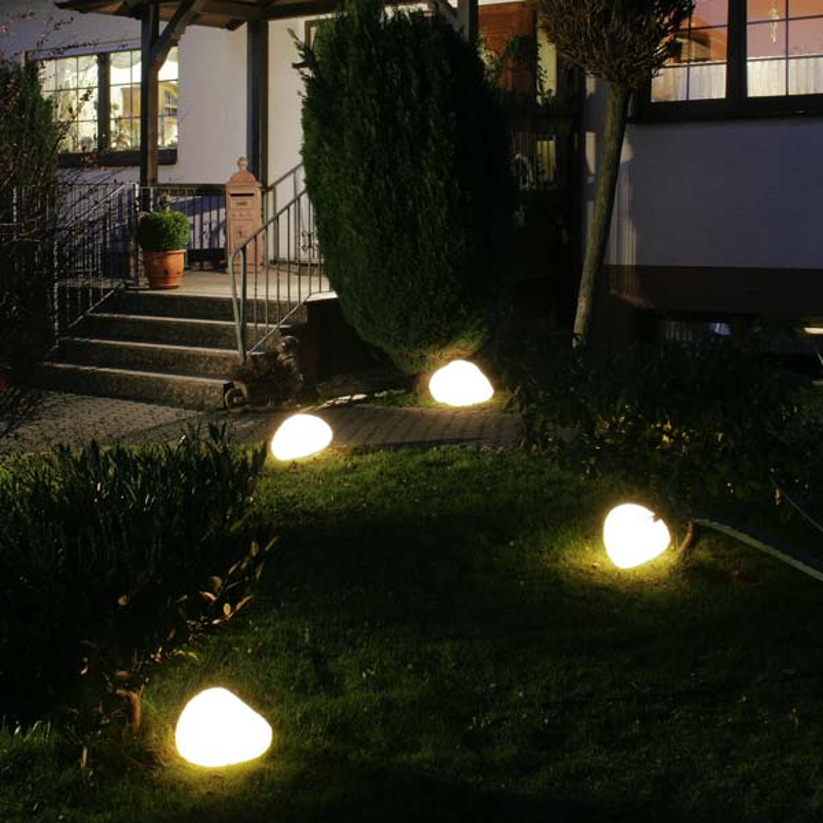 Svítící kameny s gumovou přípojkou bílé 27 cm