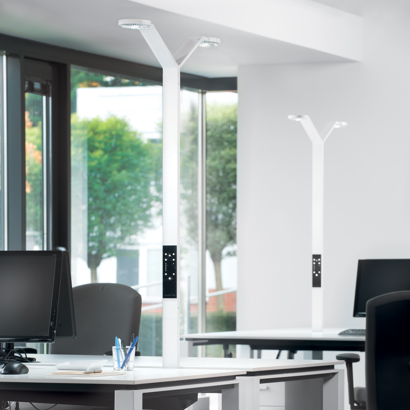 Luctra Floor Twin Radial lampadaire LED blanc