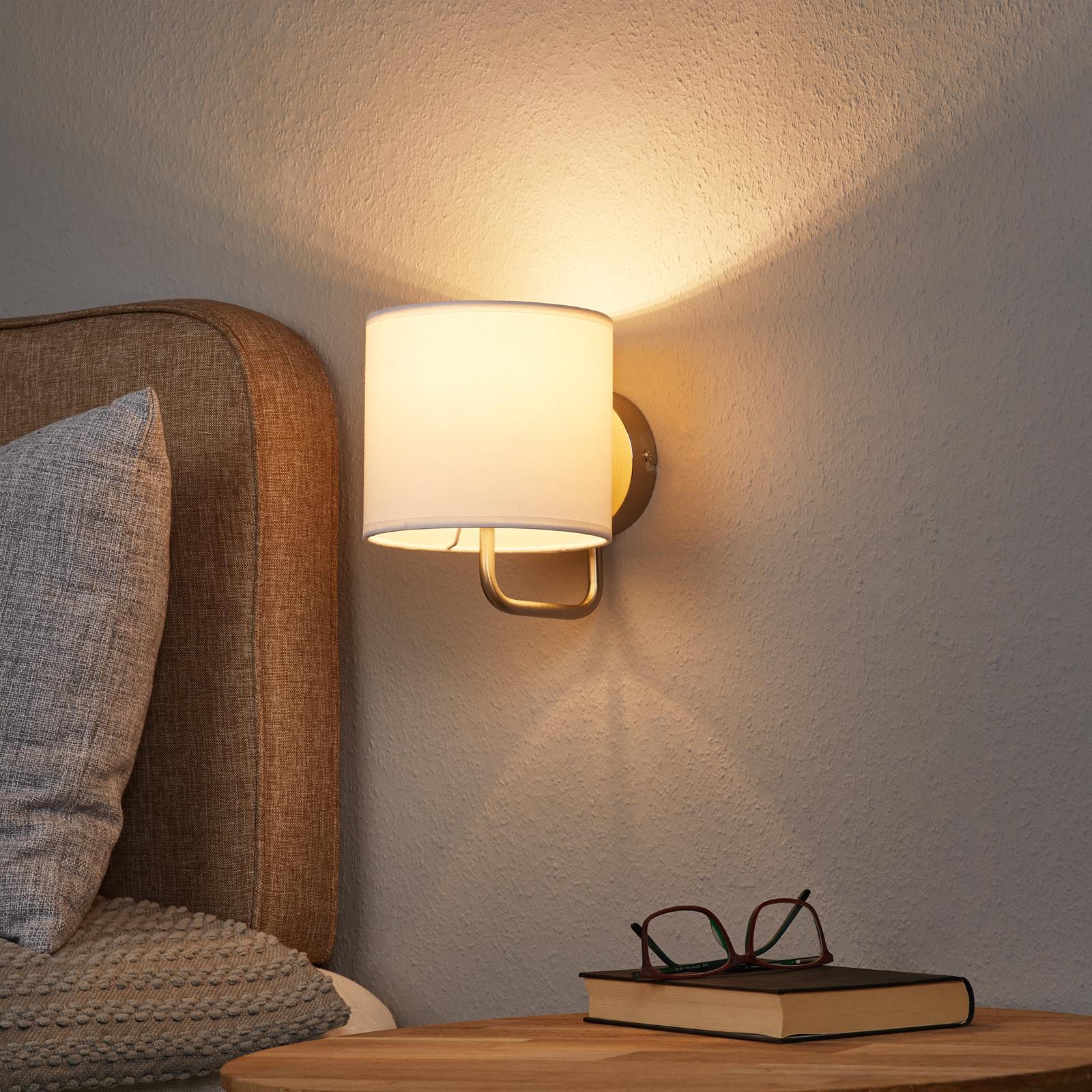 Elegante lámpara de pared Sandra en color blanco