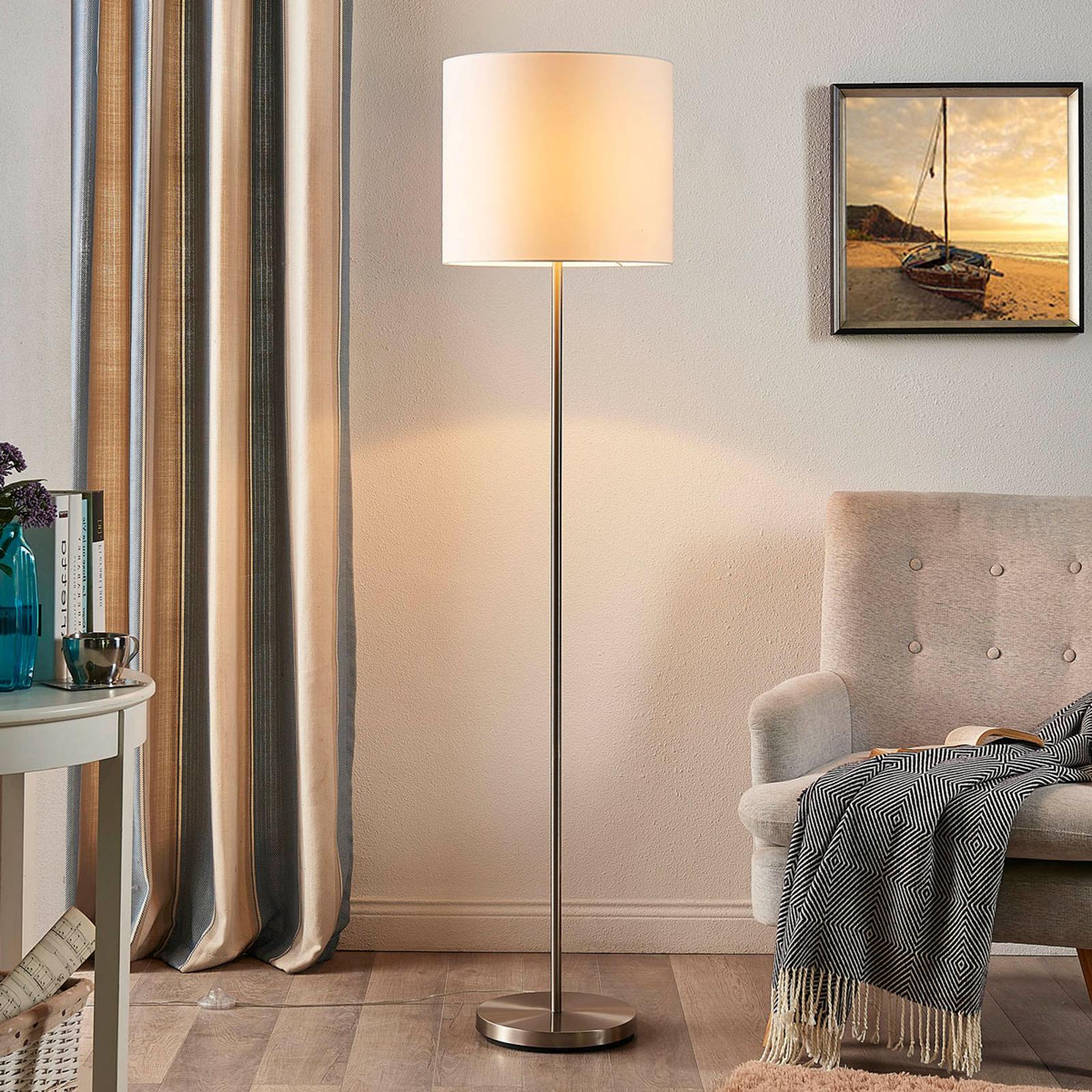 Parsa – lampa stojąca, biały klosz z tkaniny