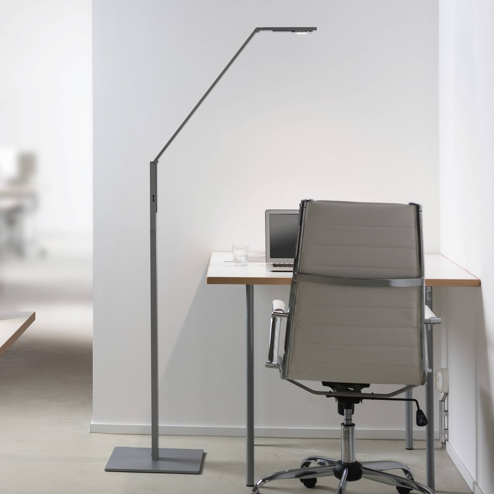 Luctra Floor Linear lampa stojąca LED aluminium