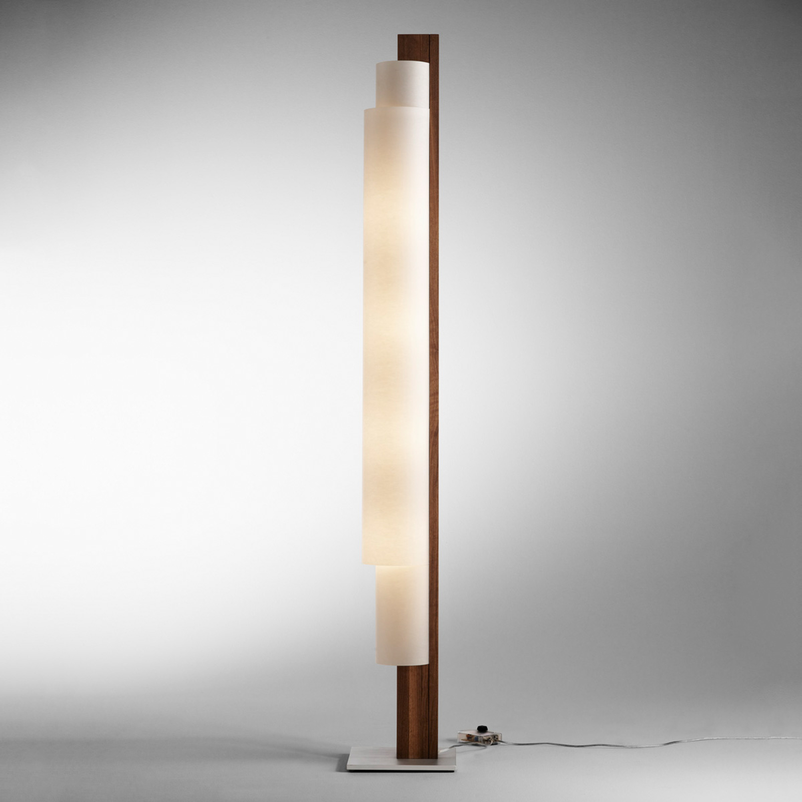 Lampa stojąca LED STELE, orzech