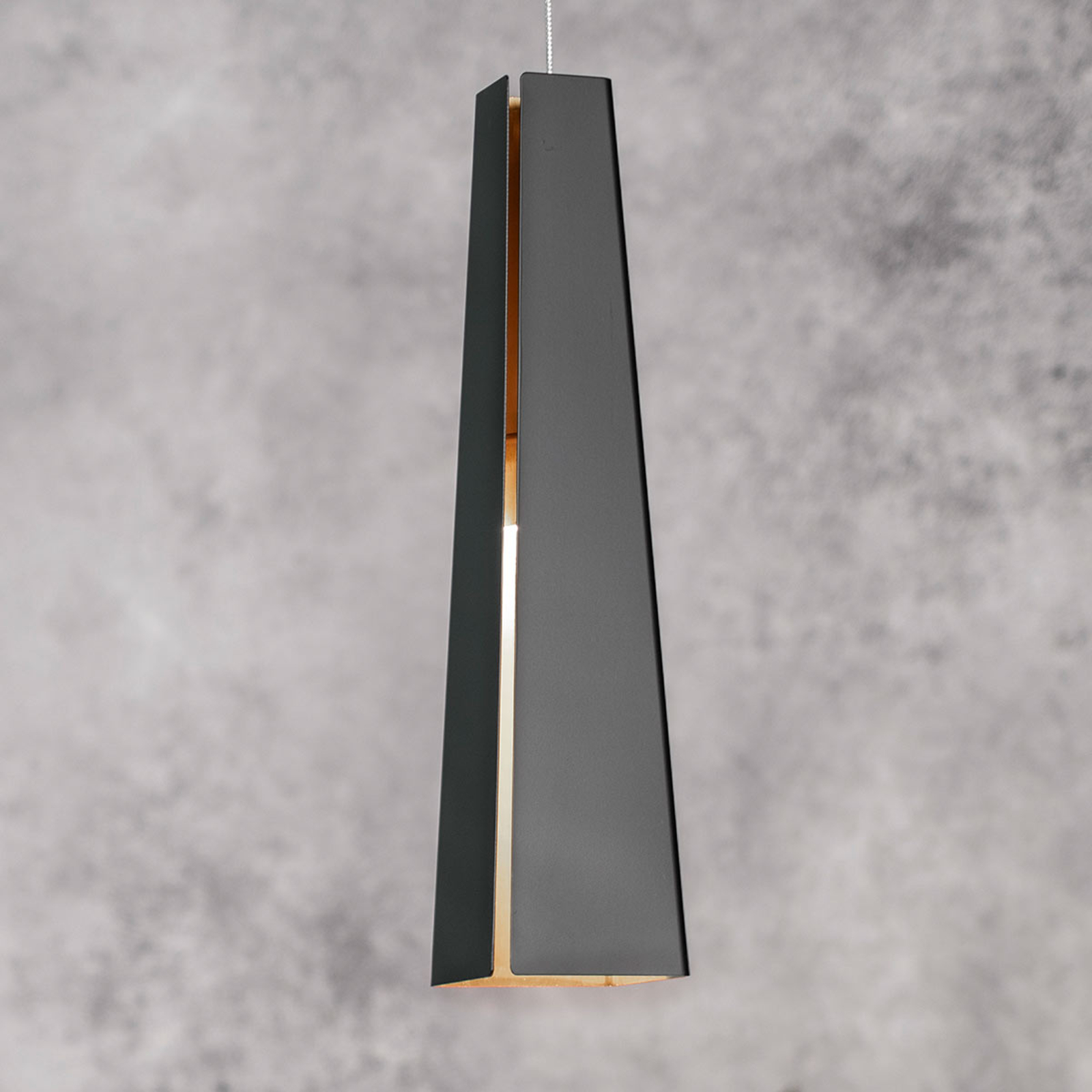 Sort og gylden aluminiumspendellampe Pluma, LED