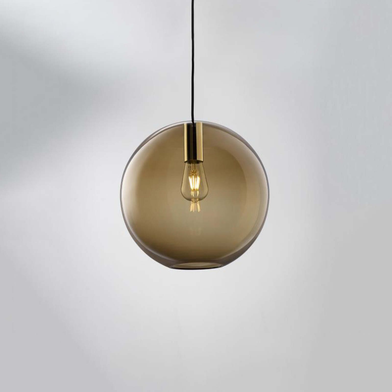LOUM Loon Ball hængelampe, brunt glas, krom