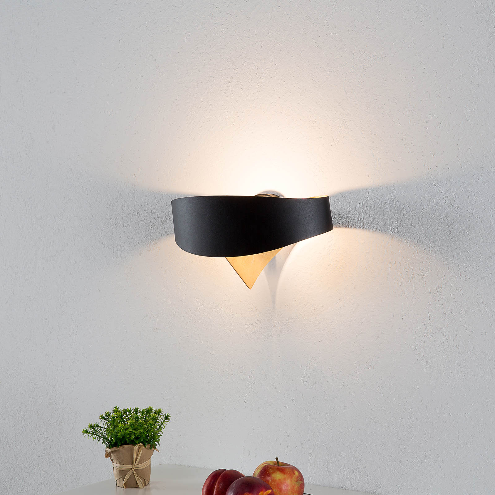 Zwart-gouden Designer wandlamp Scudo LED