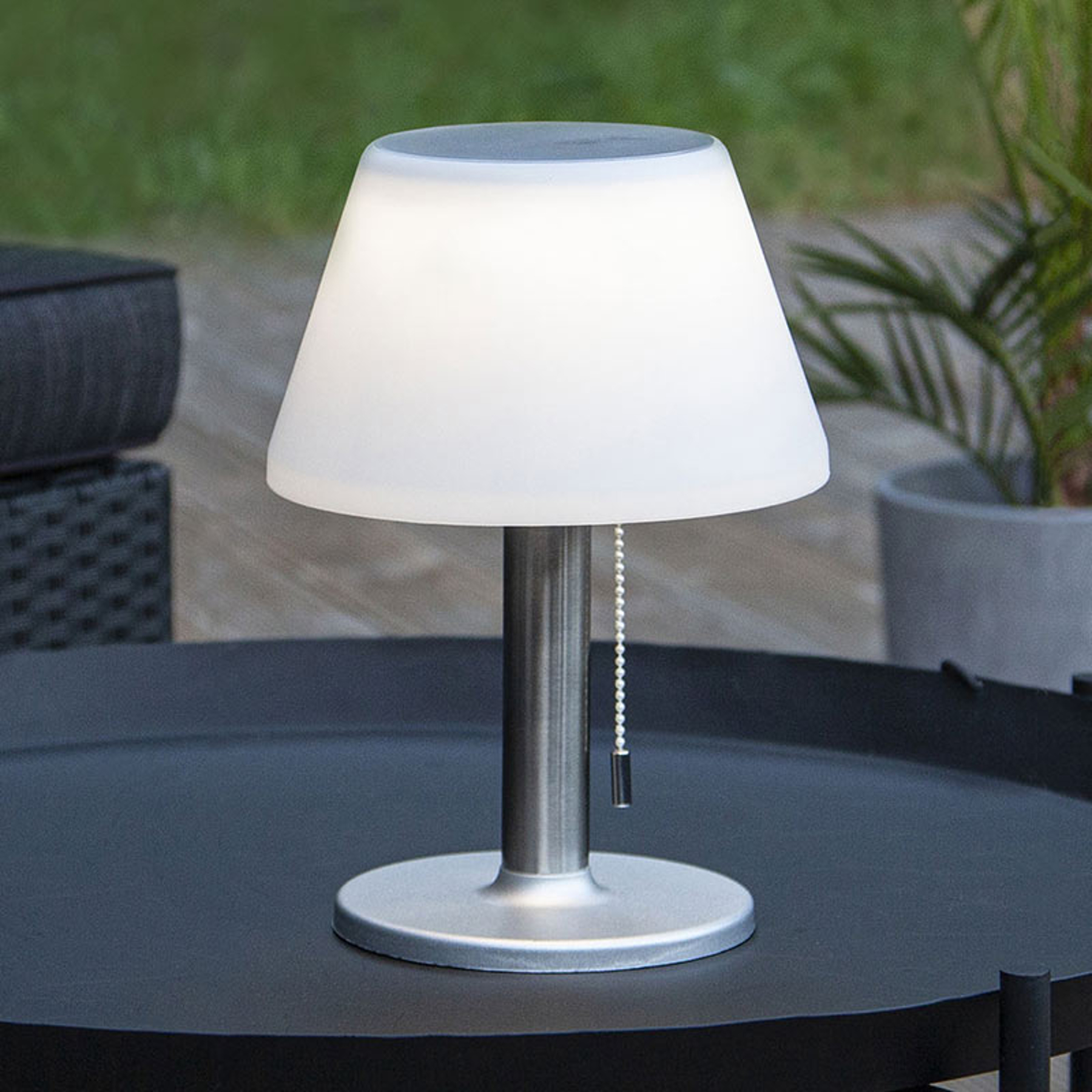 Solarna lampa stołowa Solia włącznik pociągowy
