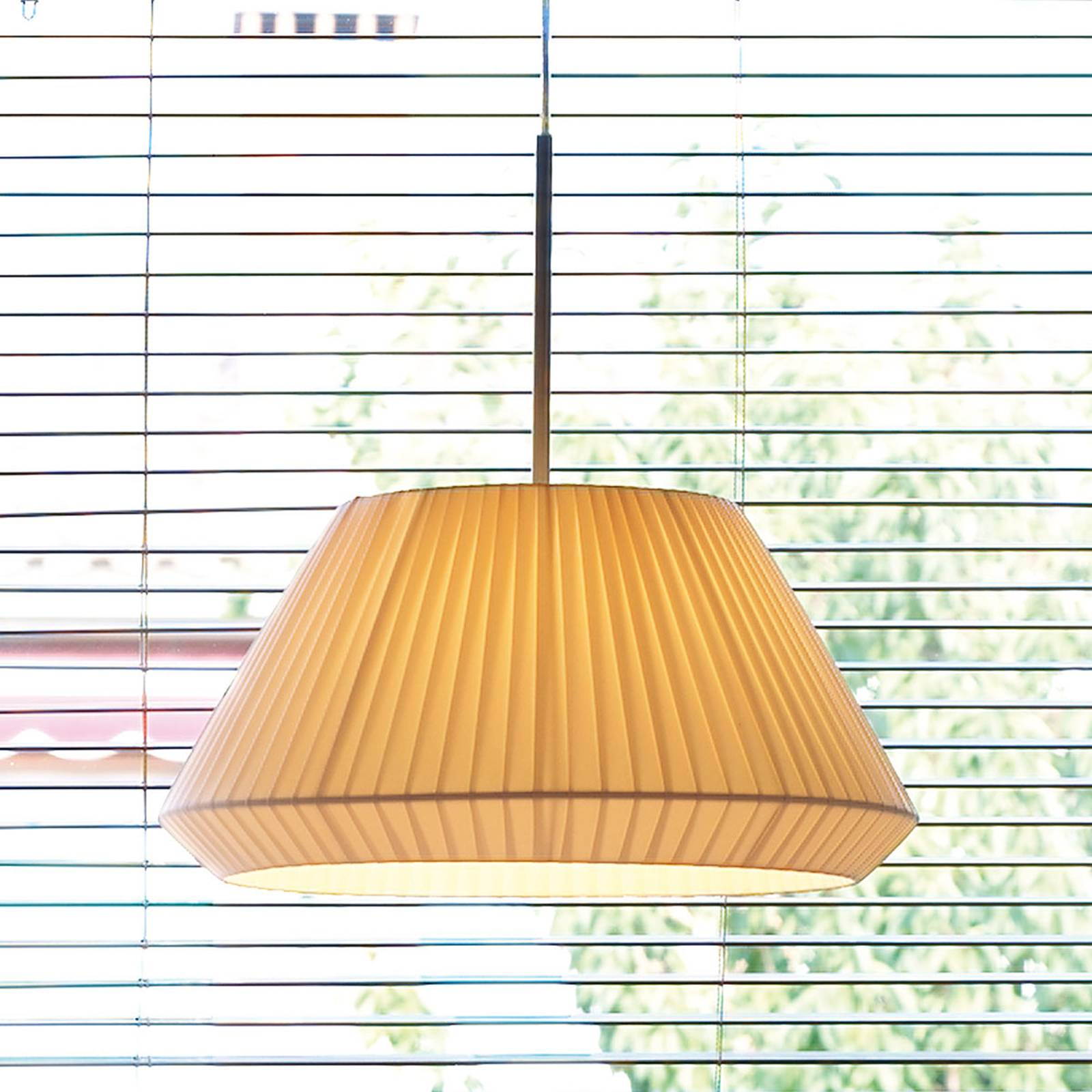 Bover Mei 38 - ronde stof-hanglamp in crème