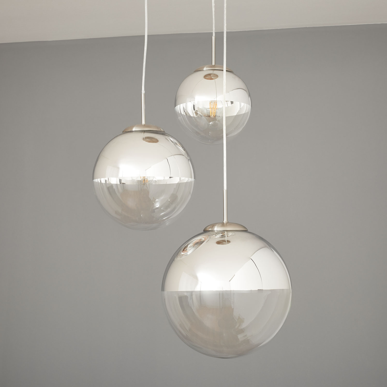 Pendellampe Ravena med glasskuler, 3 lyskilder