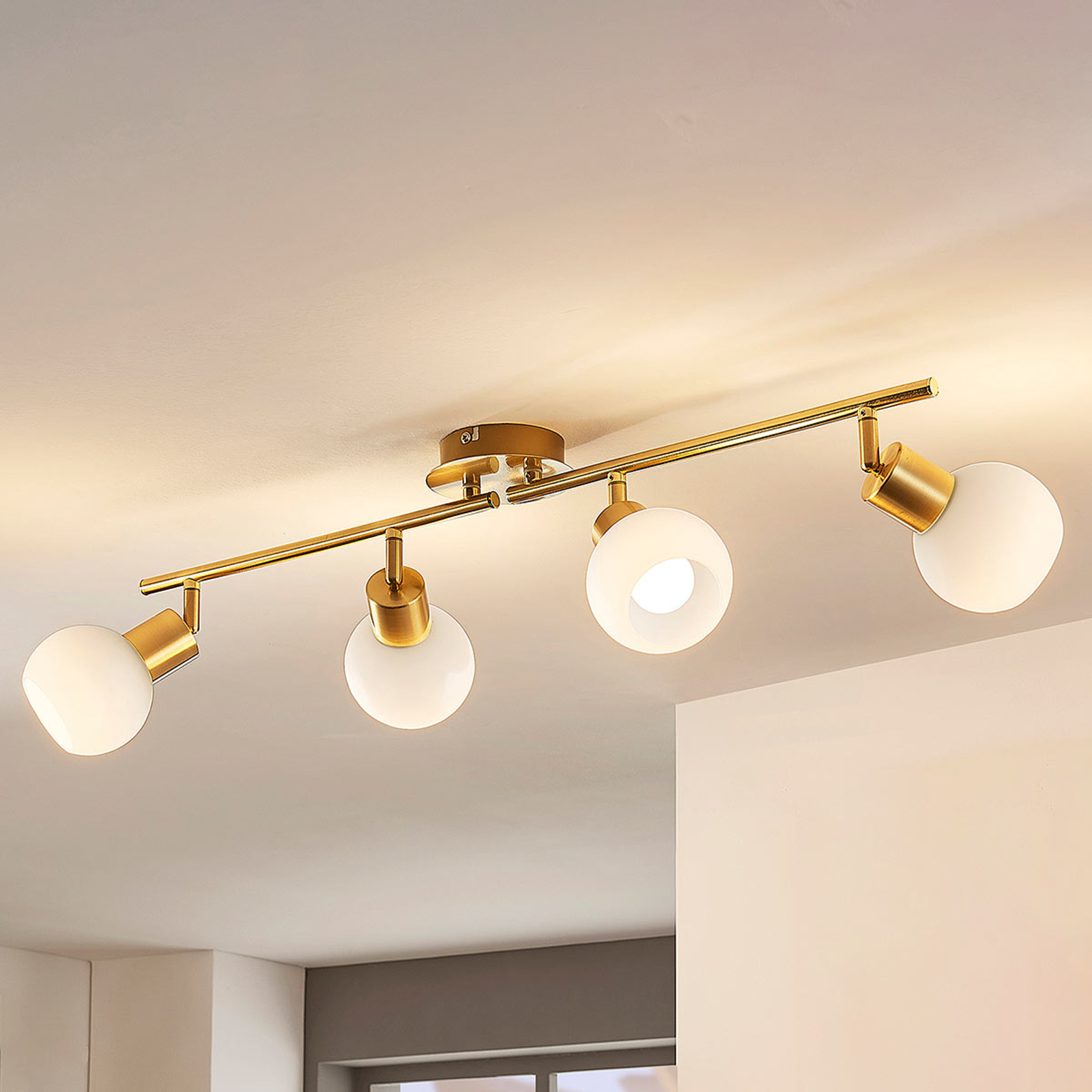 LED-taklampa Elaina i mässing, 4 ljuskällor