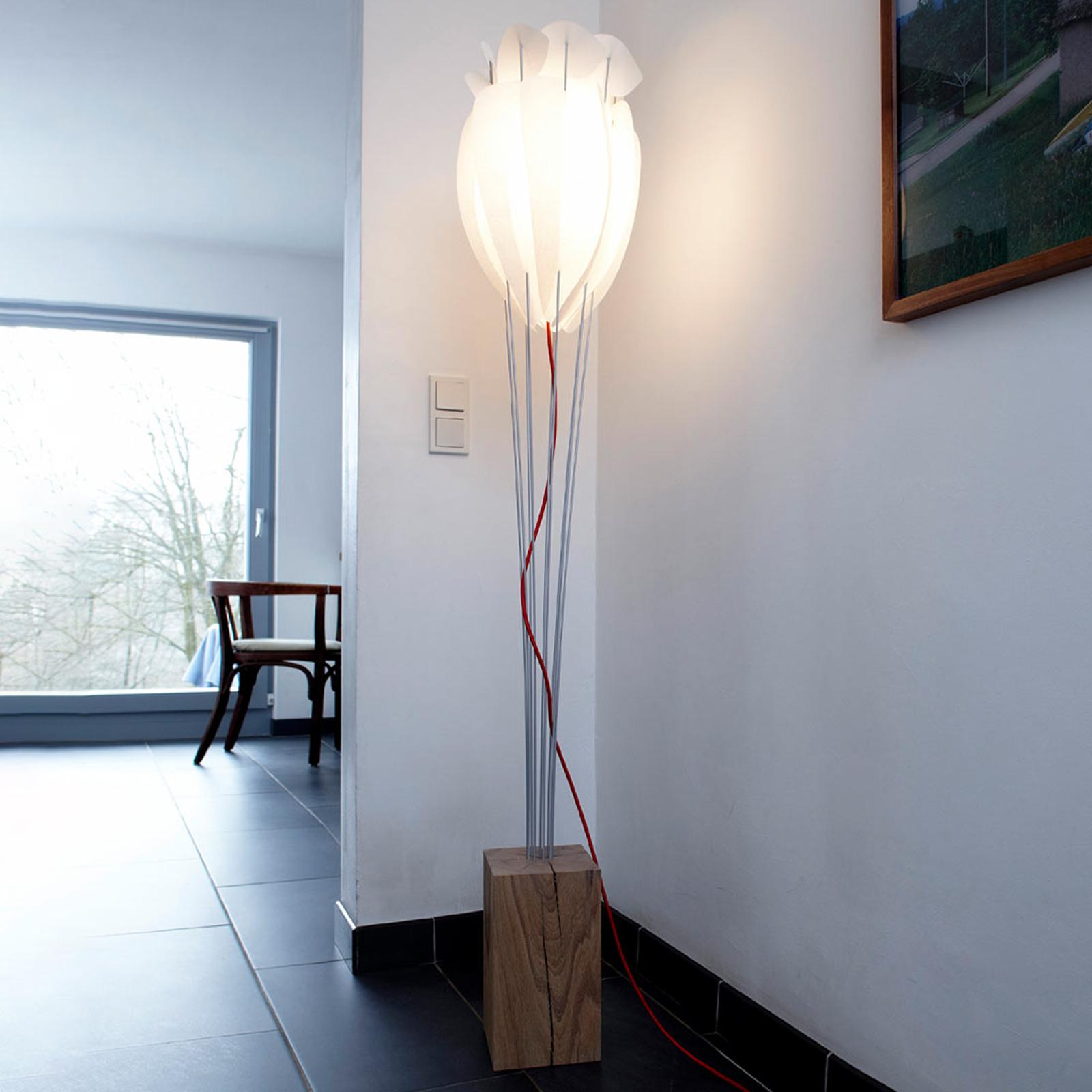 Stojací lampa Tulip s červeným kabelem, bílý dub