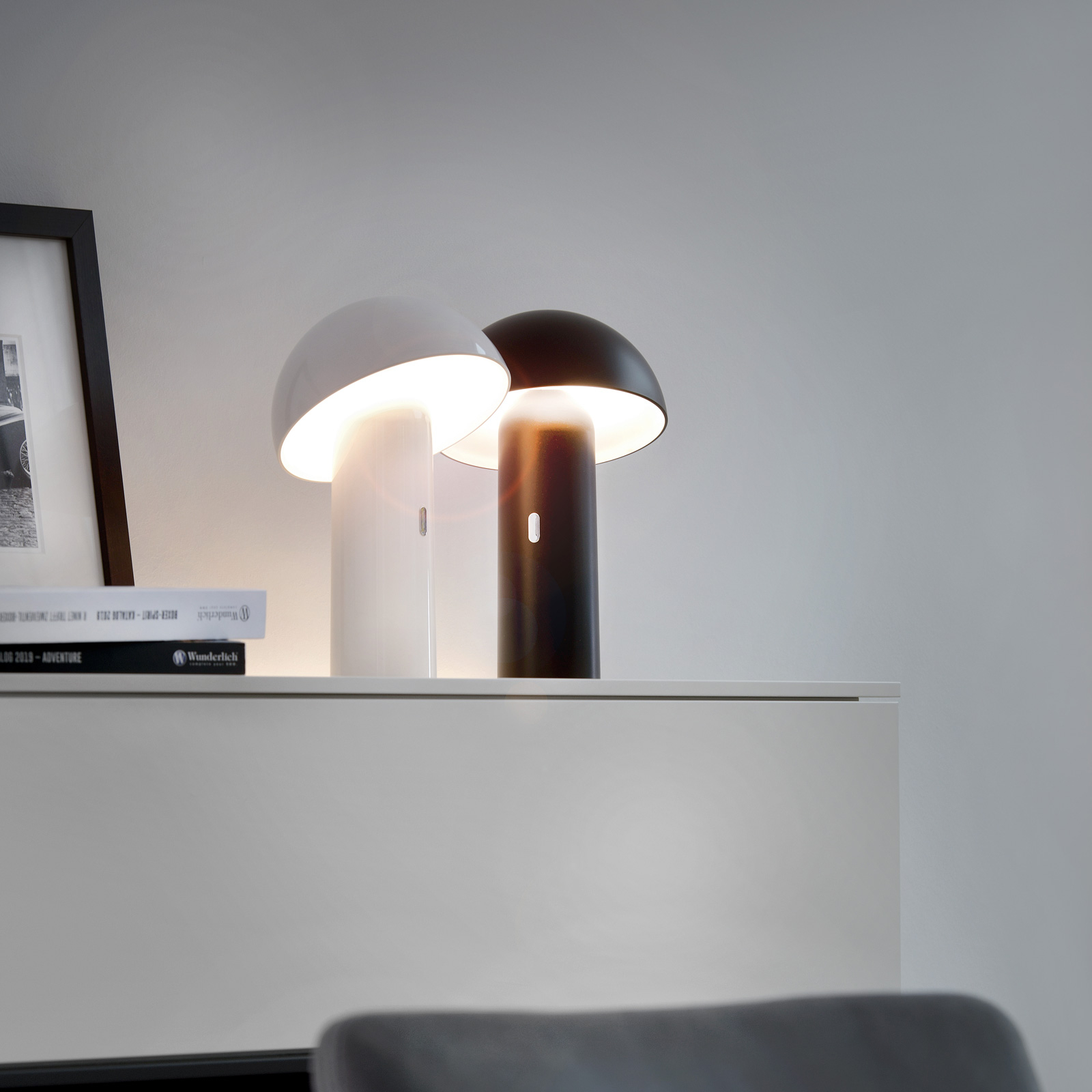 LED-Tischleuchte Svamp mit Akku, drehbar, schwarz