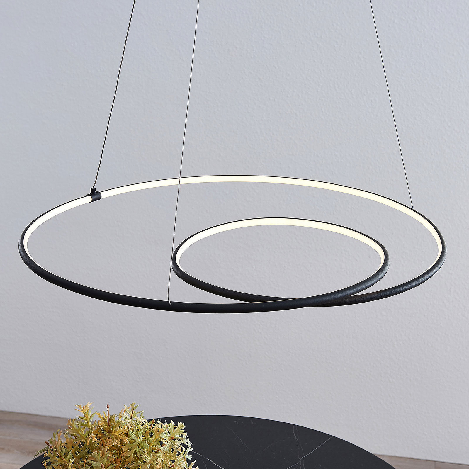 Lindby Lucy suspension LED, 70cm, noir mat
