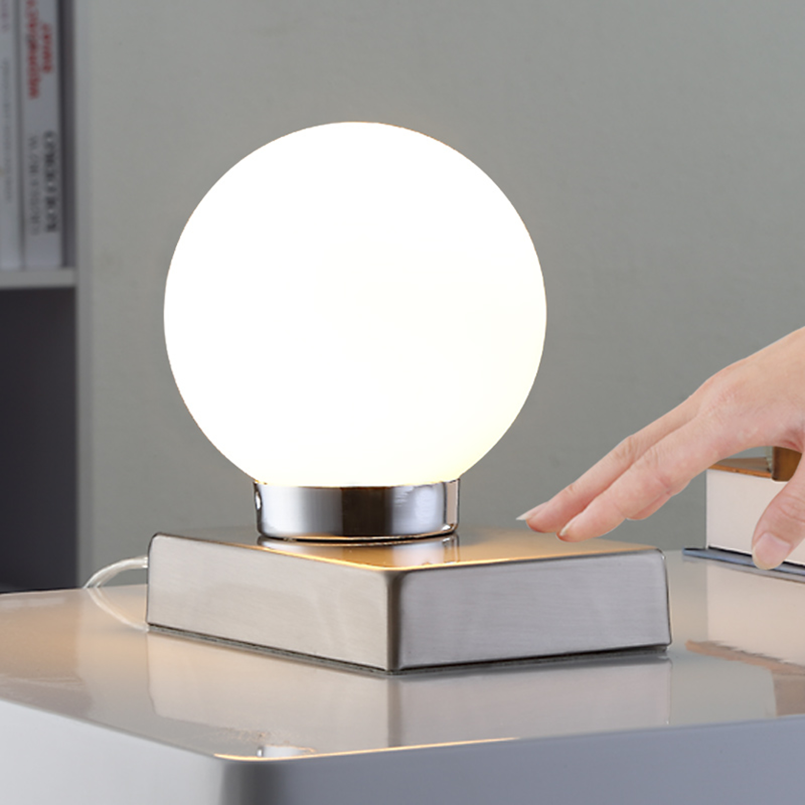 Tafellamp Namoi met glazen bol