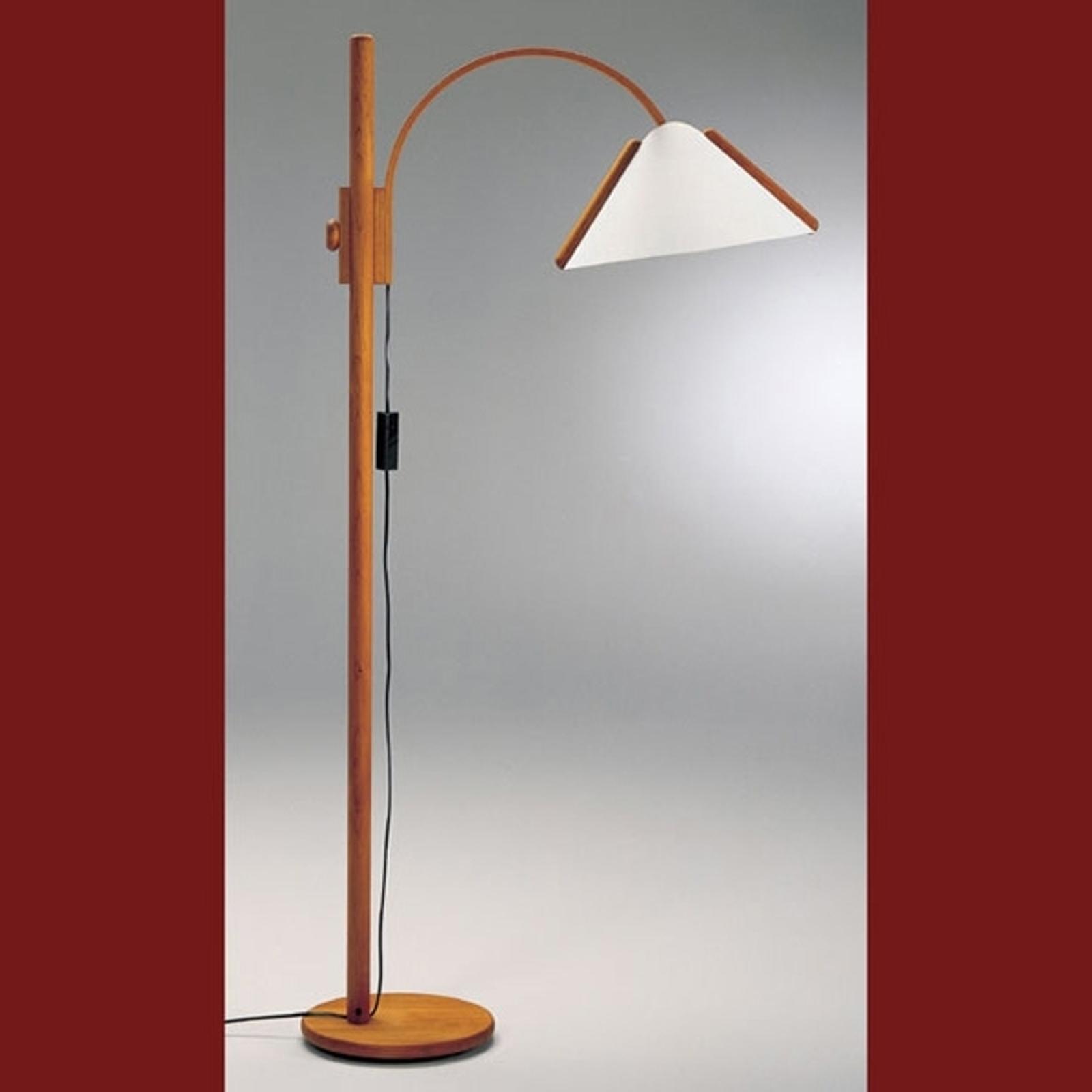 Lámpara de pie Arcade con marco de madera.