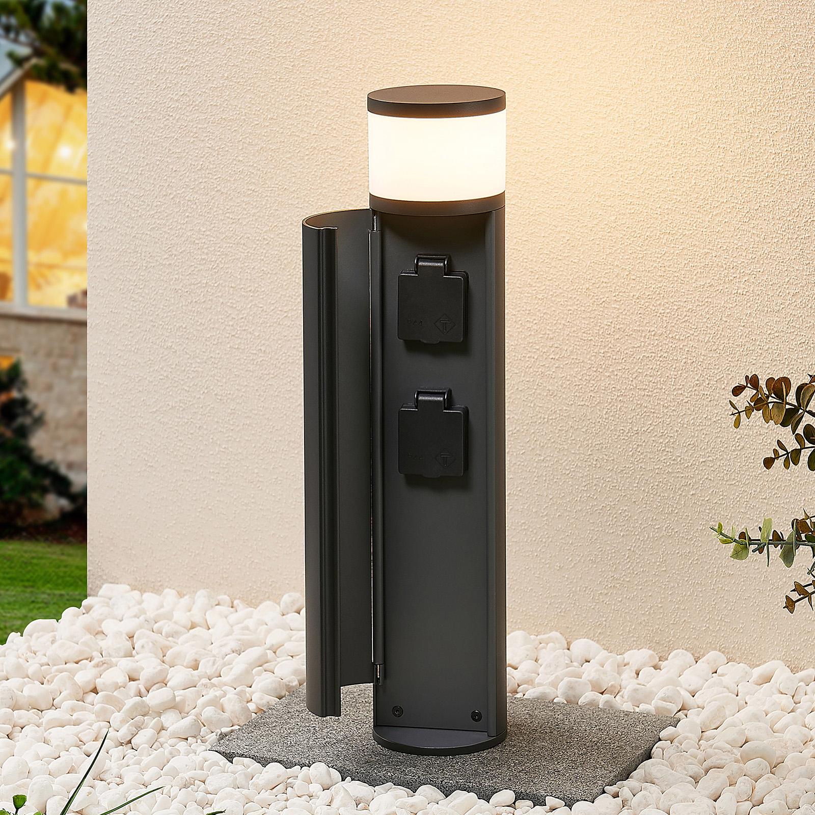 Lucande Corban LED sokkellamp, deur + stopcontact
