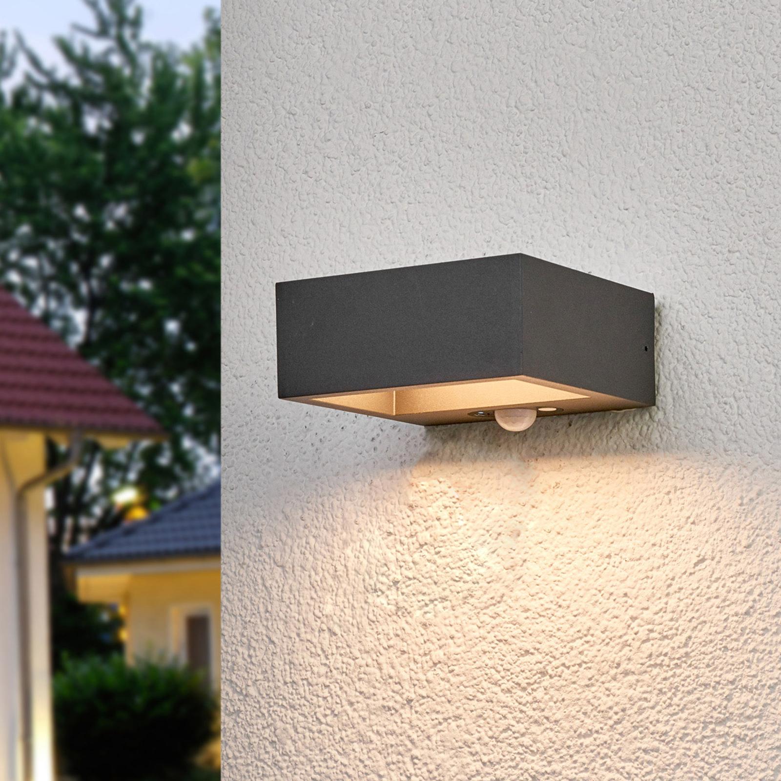 Sensor-LED-utomhusvägglampa Mahra, solardriven