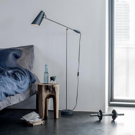 Szara lampa stojąca Birdy w stylu retro