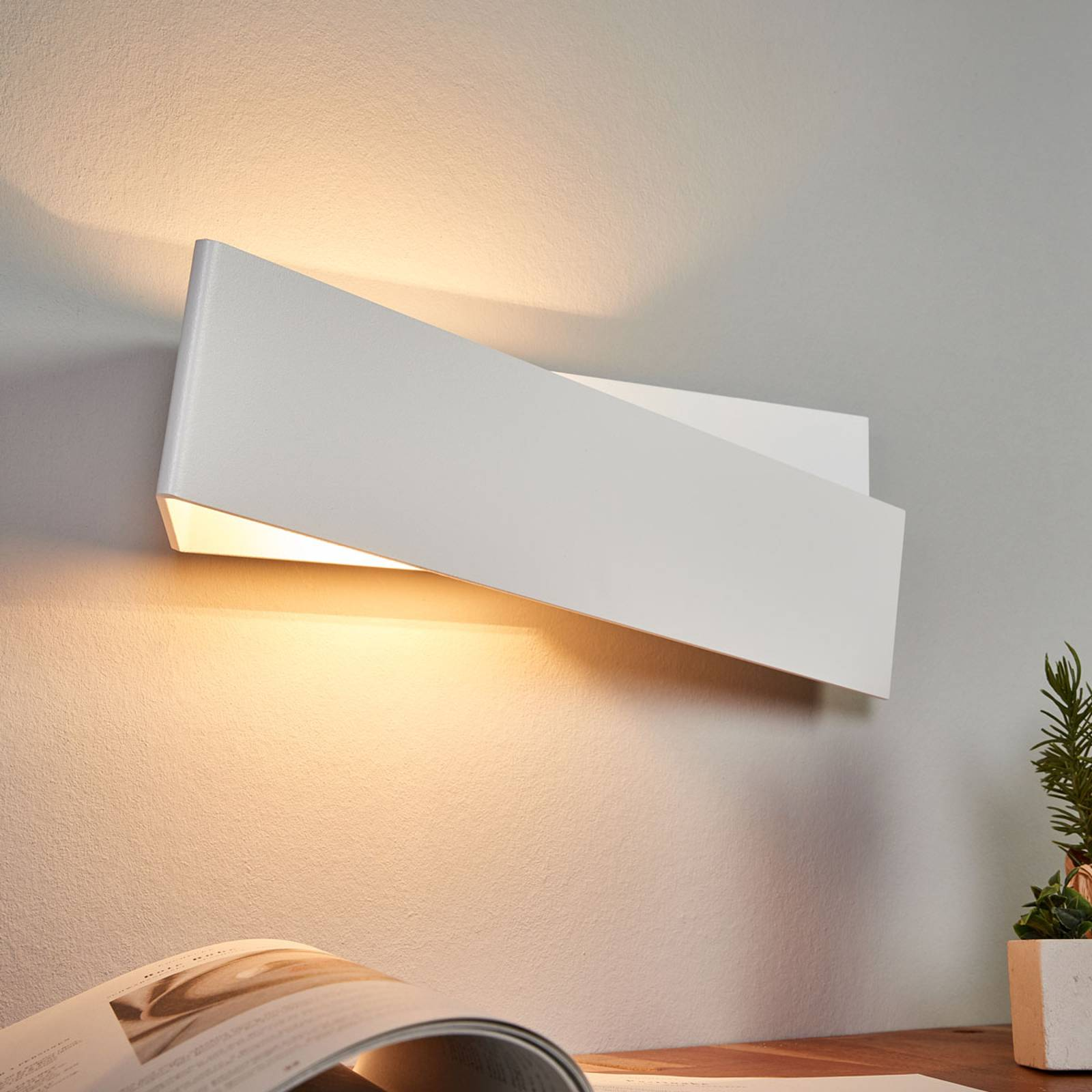 Wandlamp Zig Zag in wit, 43 cm