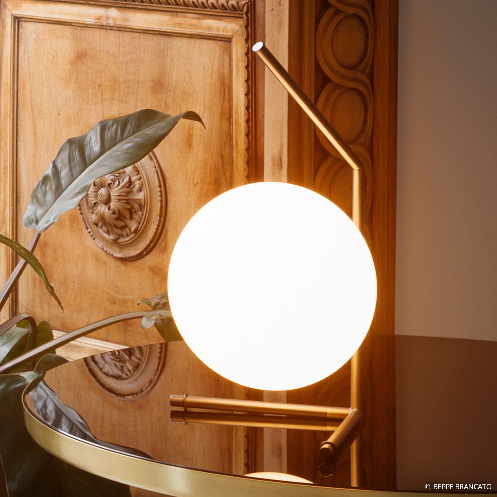 Jolie lampe à poser IC T1 de FLOS