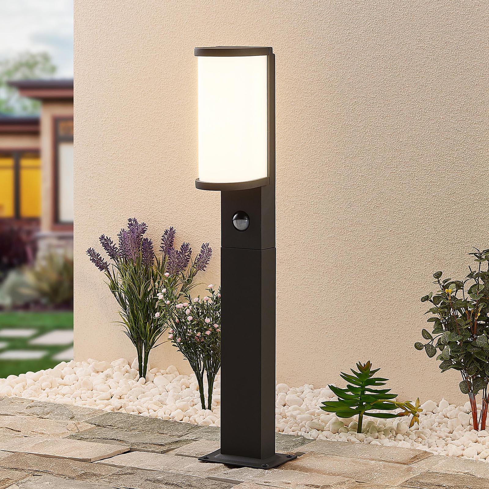 Lucande Jokum LED-Wegelampe, IP54, 60 cm, Sensor
