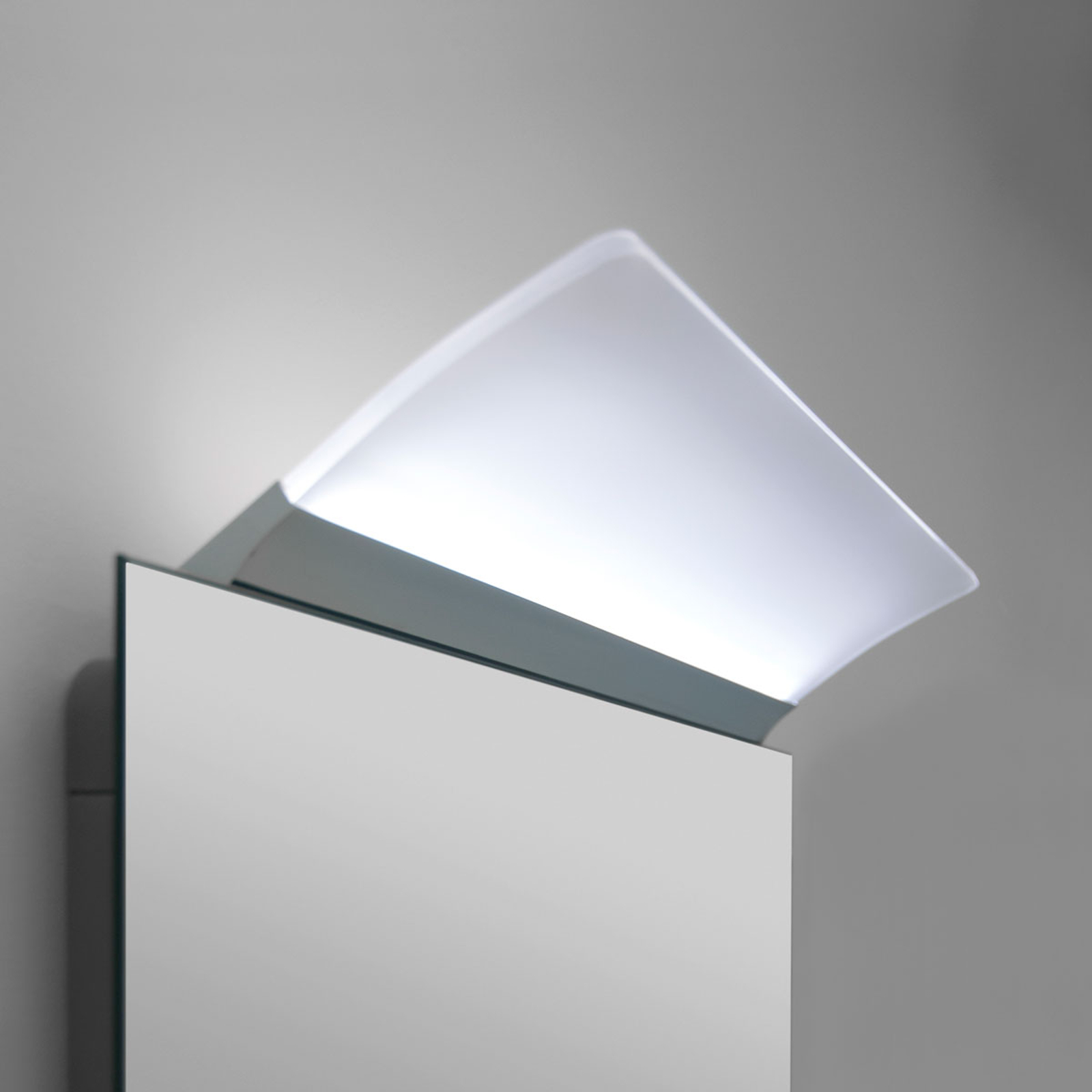 Litteä LED-peilivalaisin Angela, IP44, 30cm