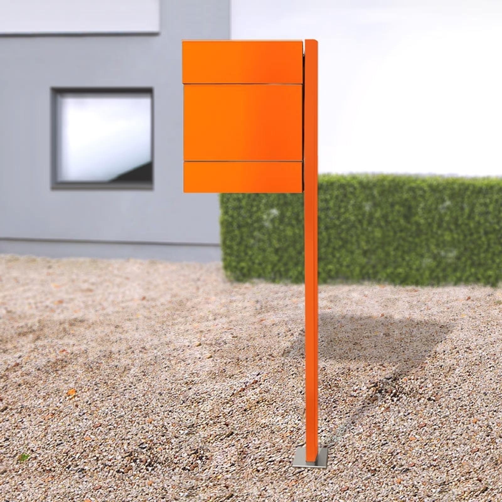 Postkasse Letterman V, avisholder, stolpe, oransje