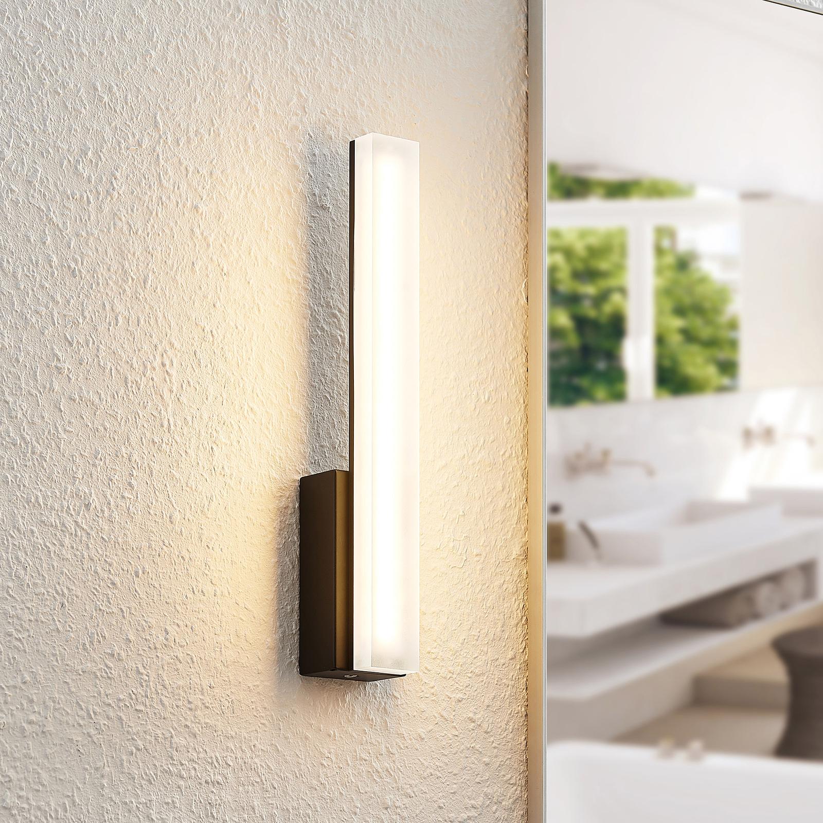 Lucande Lisana LED-Wandleuchte, IP44, vertikal