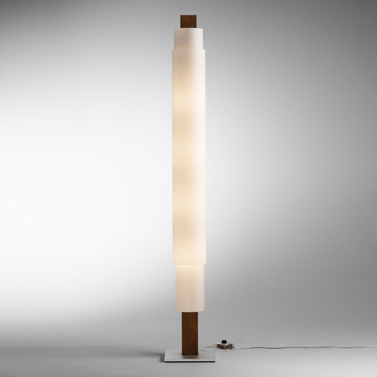 LED-Stehleuchte Stele Nussbaum