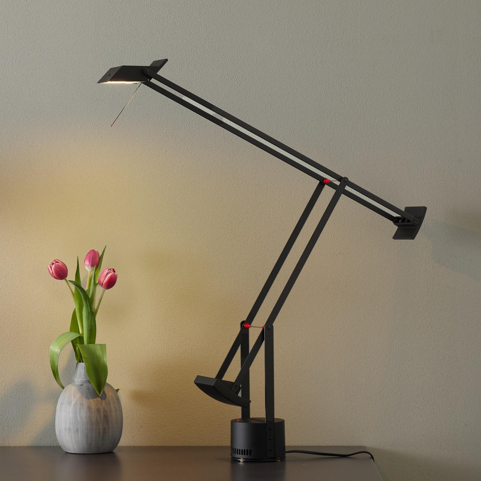 Innovativ designer-bordslampa Tizio