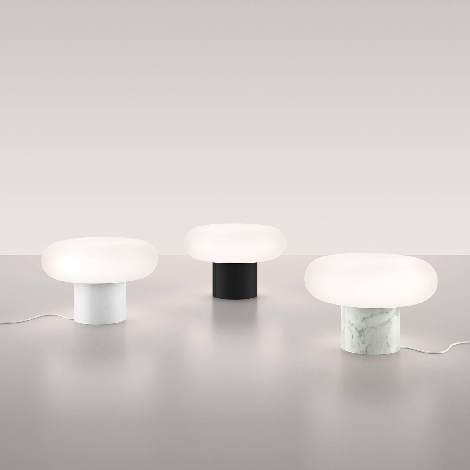 Artemide Itka LED da tavolo, base ceramica bianco