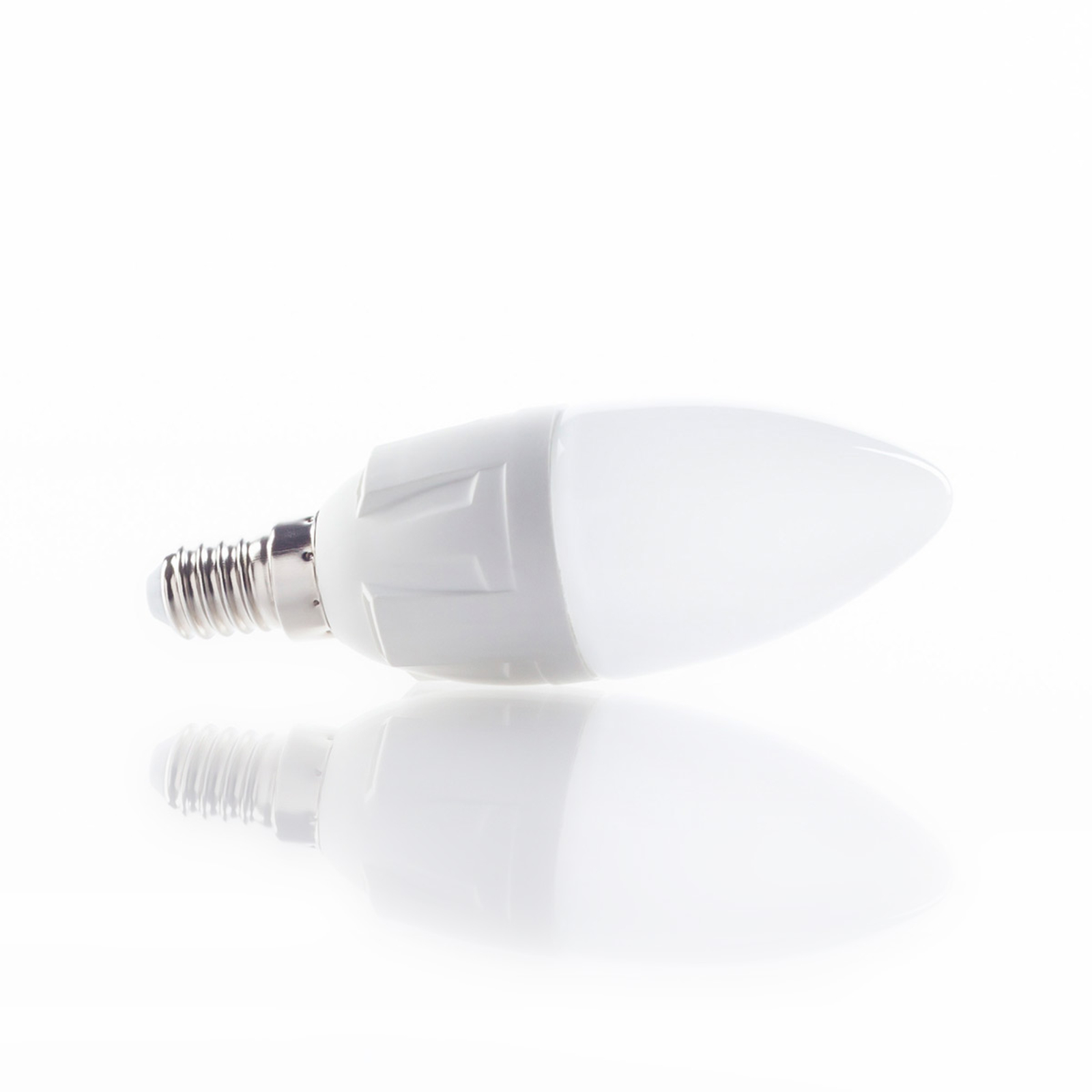 E14 6W LED-pære med form som stearinlys,varmhvid