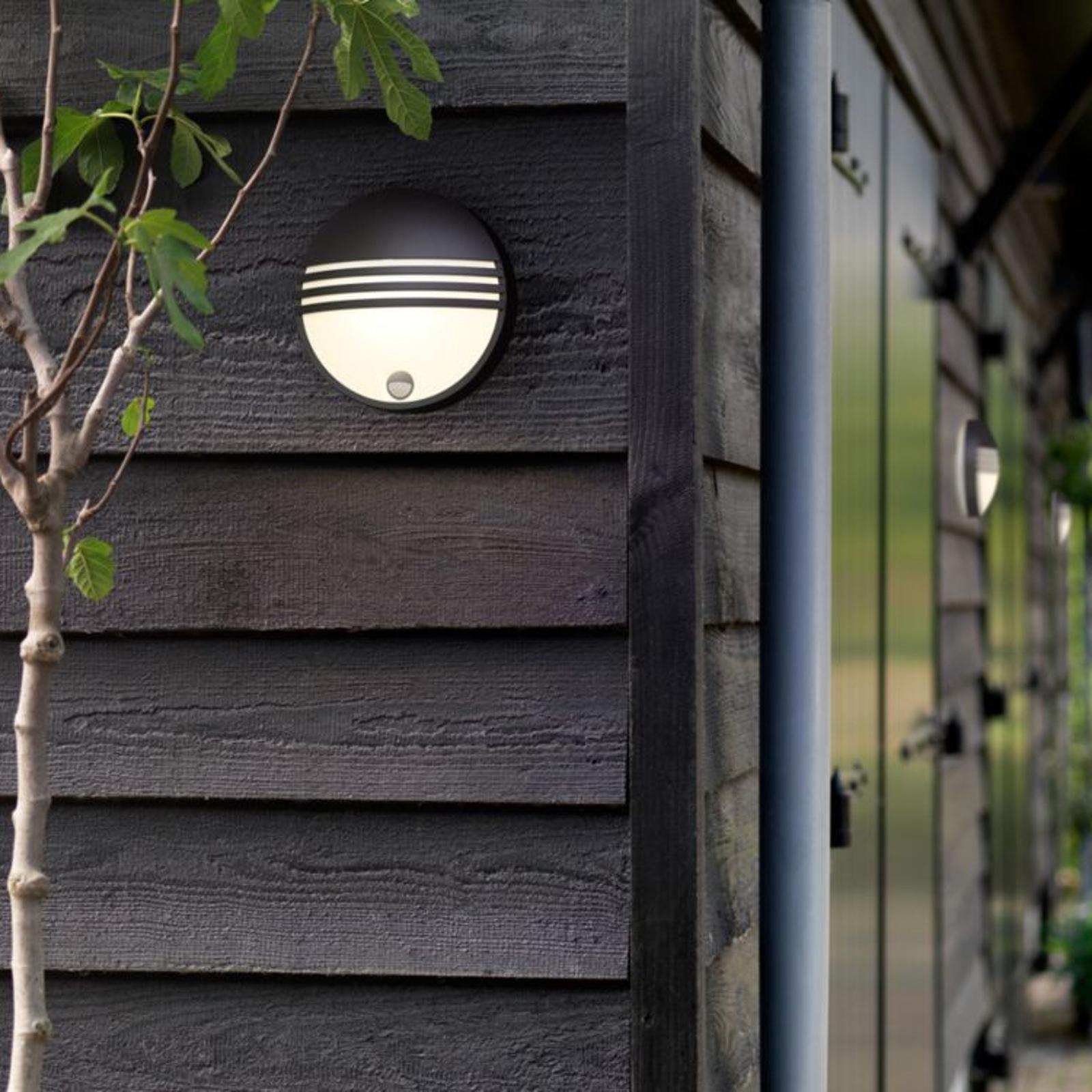 Philips Yarrow LED utevegglys med sensor | Lampegiganten.no